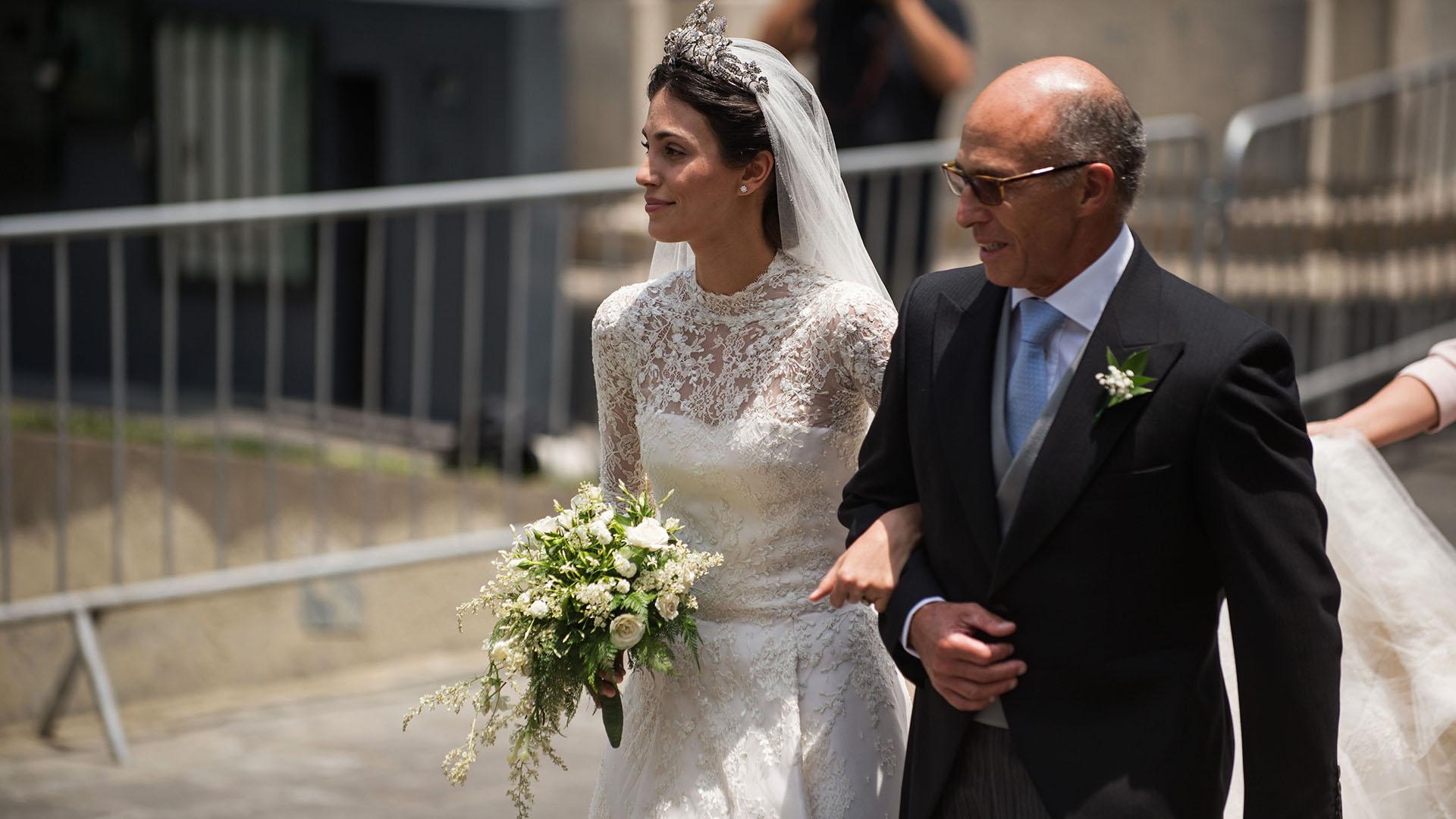 La diadema que lució la nueva princesa consorte está elaborada en plata y oro con incrustaciones de cientos de diamantes diseños florales que simbolizan la lealtad.