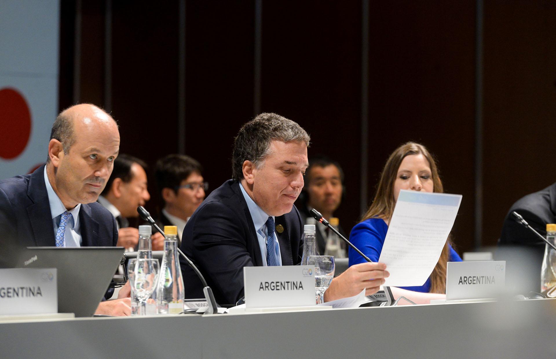 Federico Sturzenegger, presidente del Banco Central, y Nicolás Dujovne, ministro de Hacienda