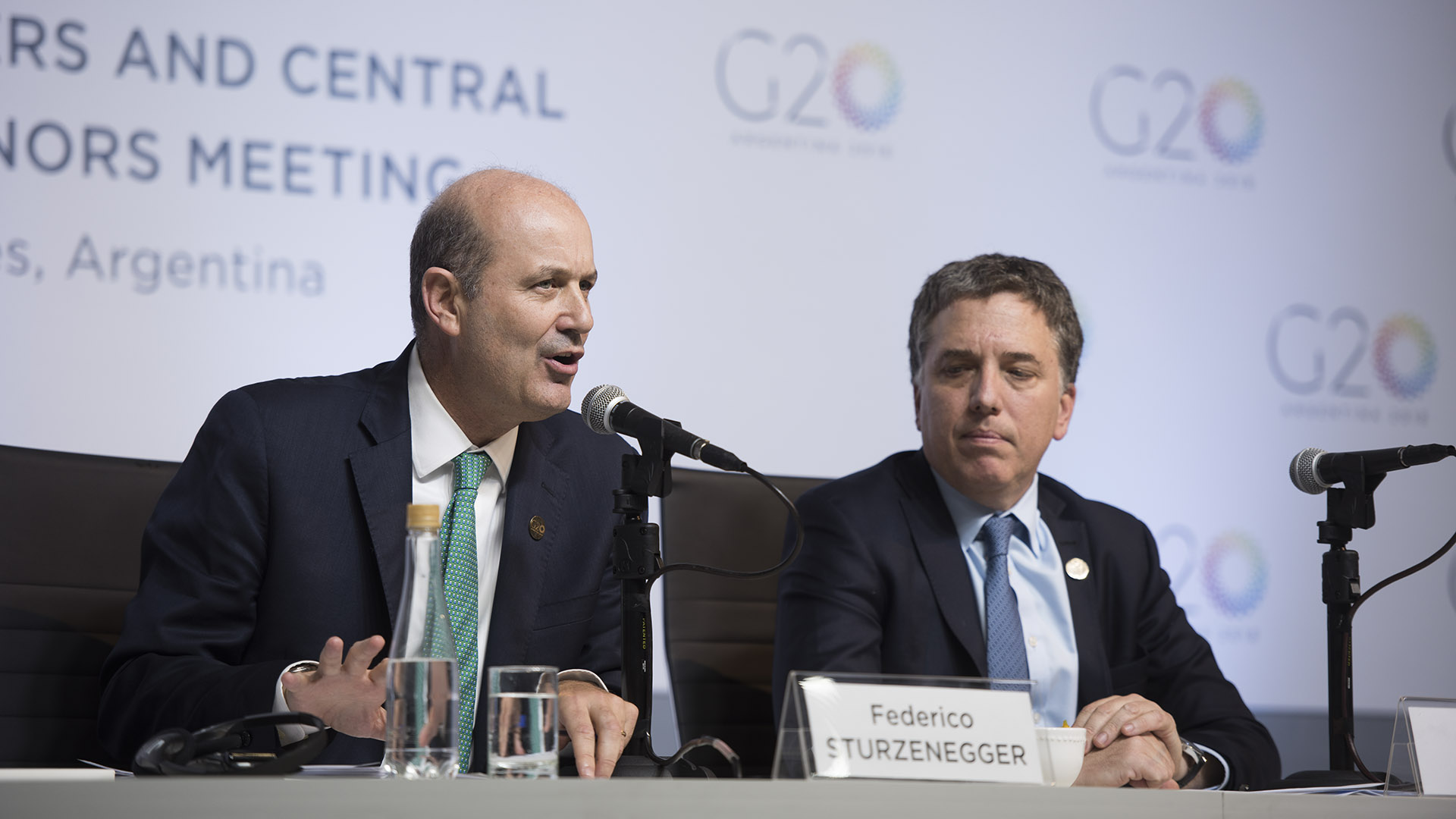 El presidente del BCRA, Fedrico Sturzenegger, junto al ministro Nicolás Dujovne. (Adrián Escandar)