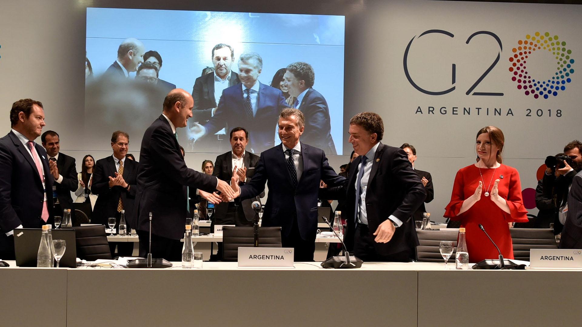 Mauricio Macri, con Sturzenegger y Dujovne, cierra la primera reunión de ministros de Finanzas del G20
