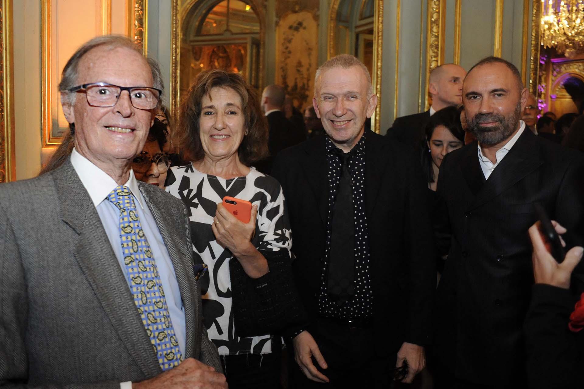 La presencia de Jean Paul Gaultier en Argentina es resultado de gestiones realizadas por la Embajada de Francia, el Institut Français d'Argentine, la Maison Jean Paul Gaultier, el Sistema Federal de Medios y el Museo de Bellas Artes de Montréal