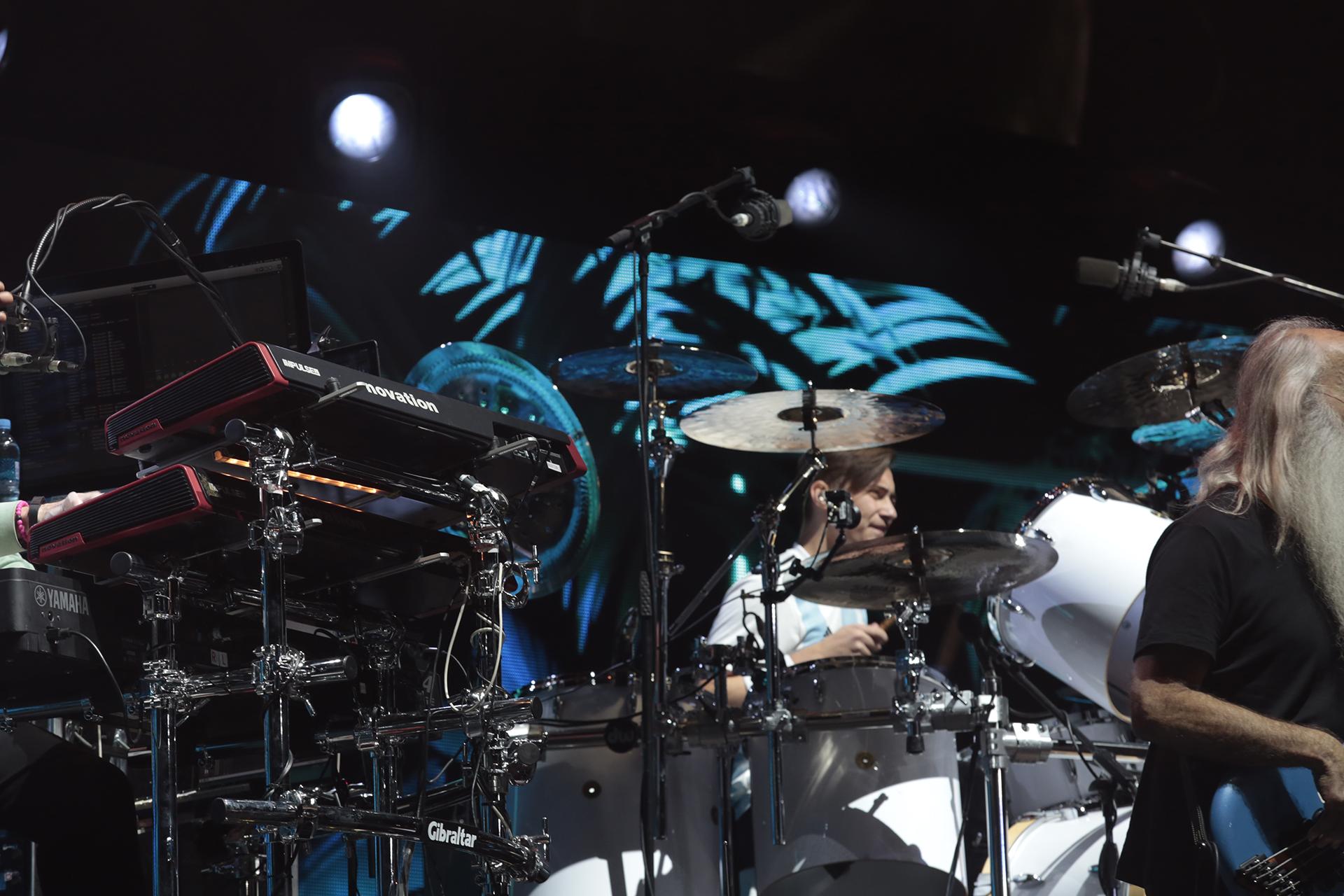 Nicholas Collins, hijo del cantante, lució una remera de Argentina en el escenario