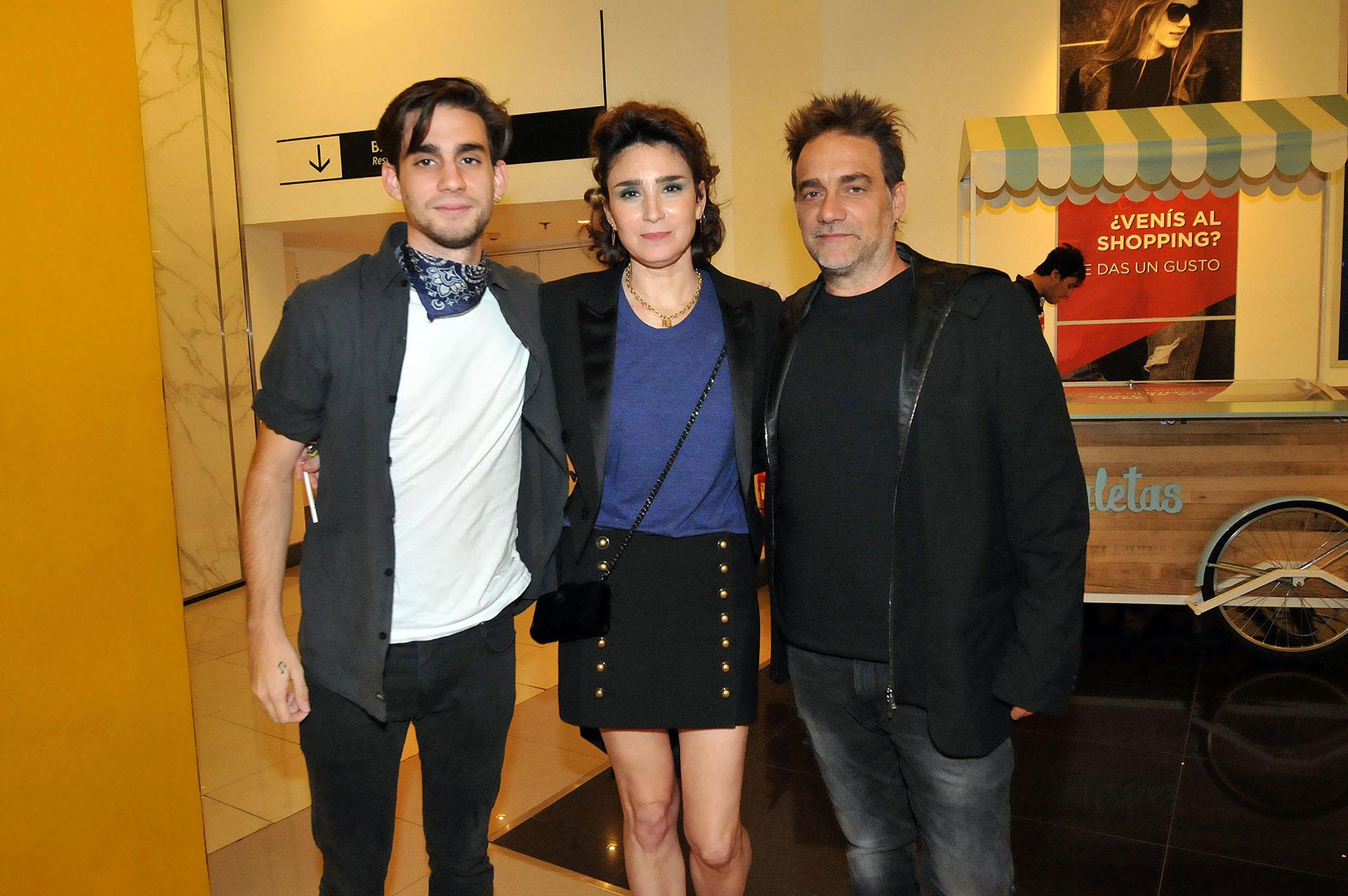 Valeria Bertuccelli, acompañada por su esposo Vicentico y su hijo Florian