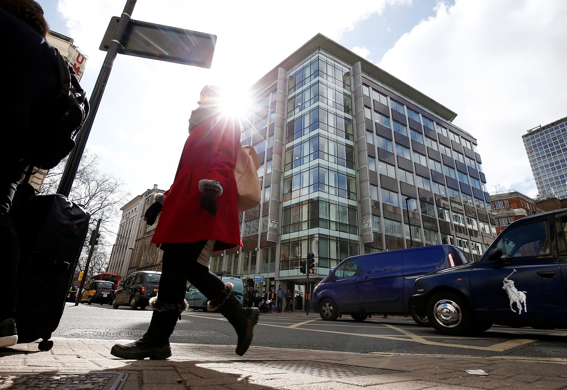 La sede central de Cambridge Analytica en Londres (Reuters)