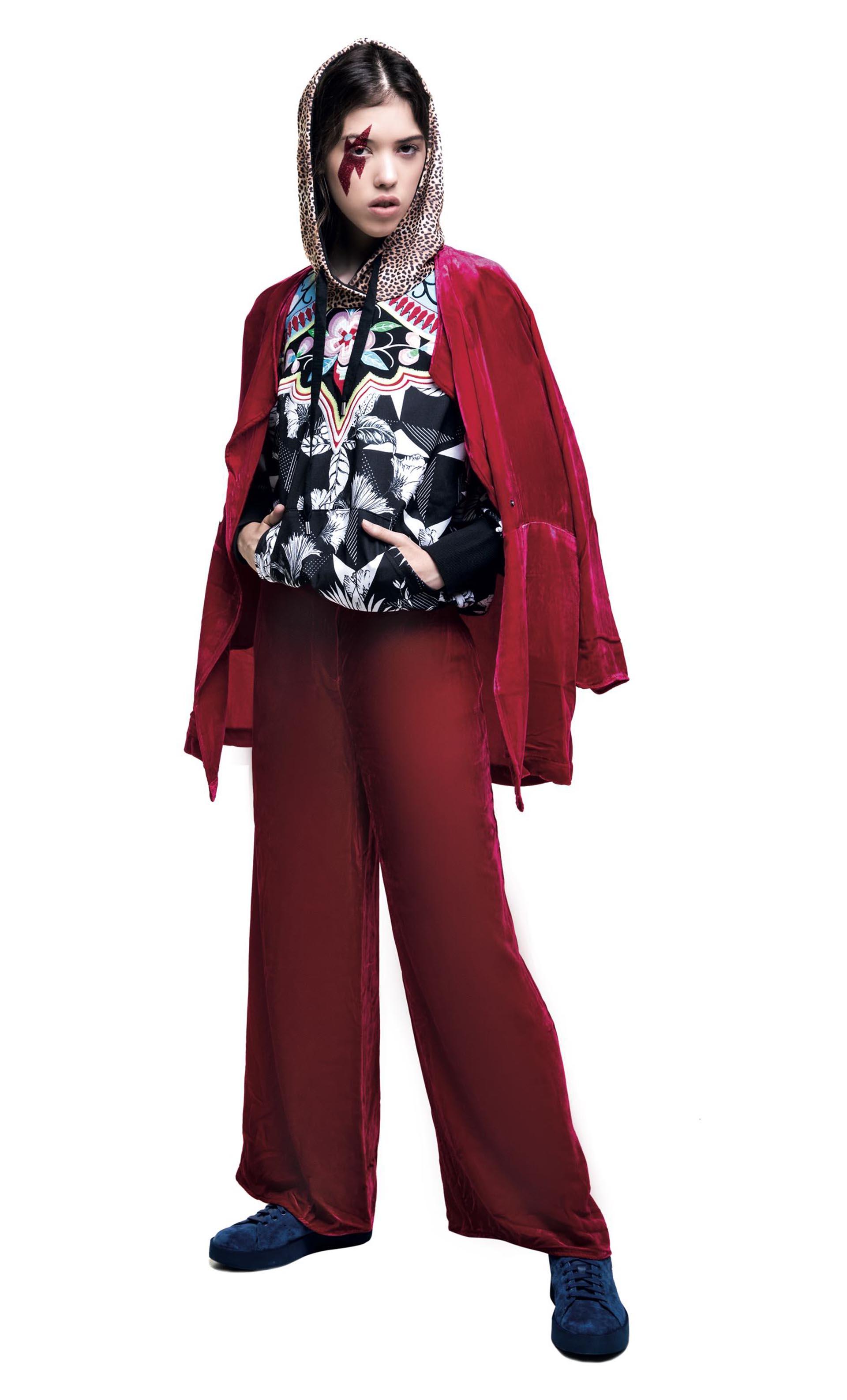 Saco y pantalón ancho ($ 6.900 y $ 5.600, Rapsodia), buzo estampado con pechera bordada ($ 3.499, adidas).