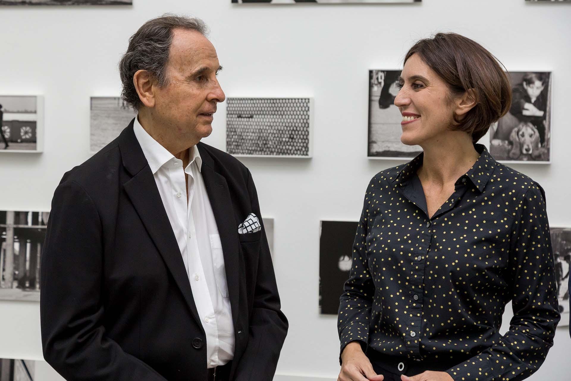 Sessa junto a Victoria Noorthoorn, licenciada en Historia del Arte y curadora independiente
