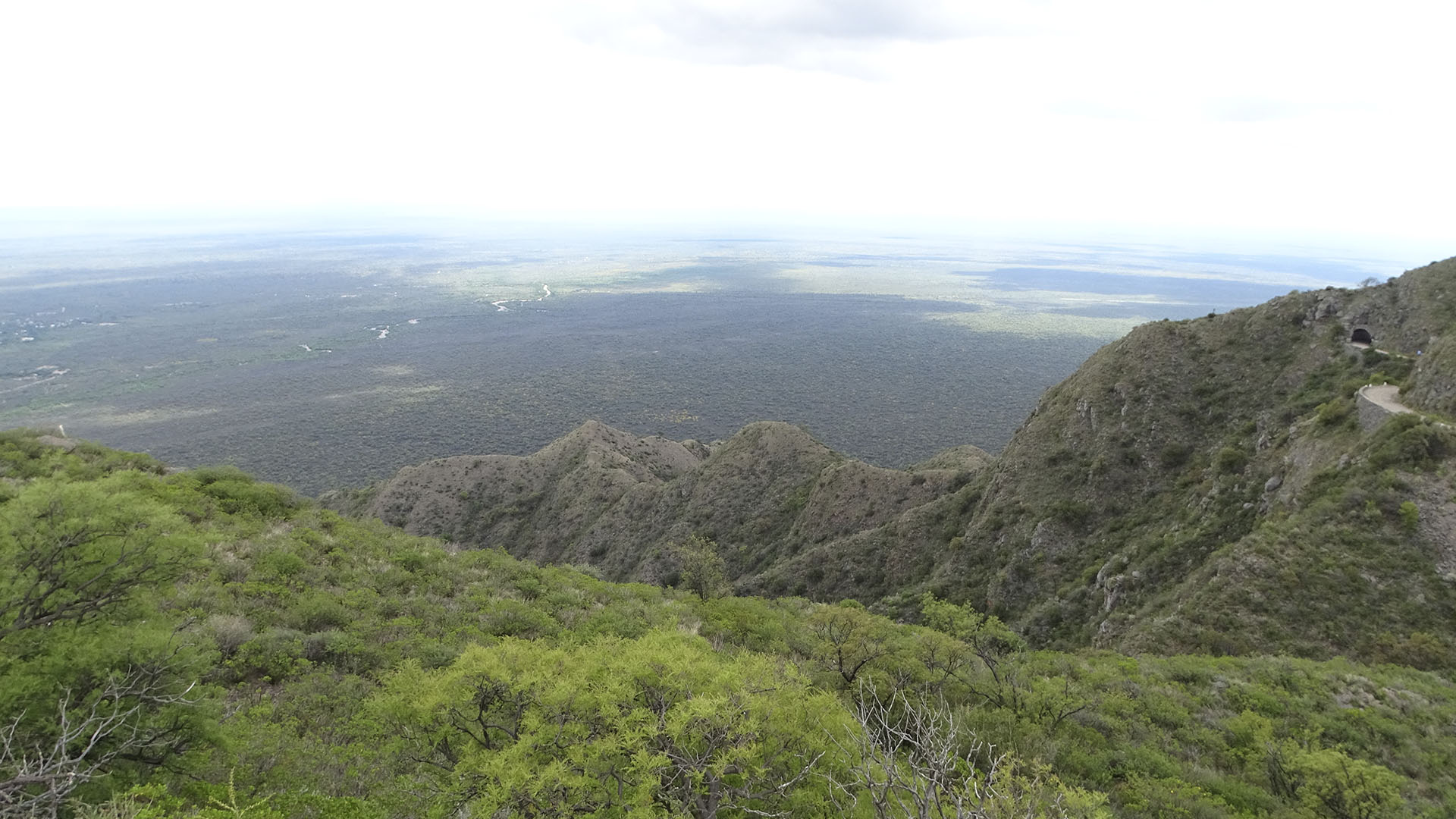 El río Mina Clavero atraviesa el imponente Valle de Traslasierra