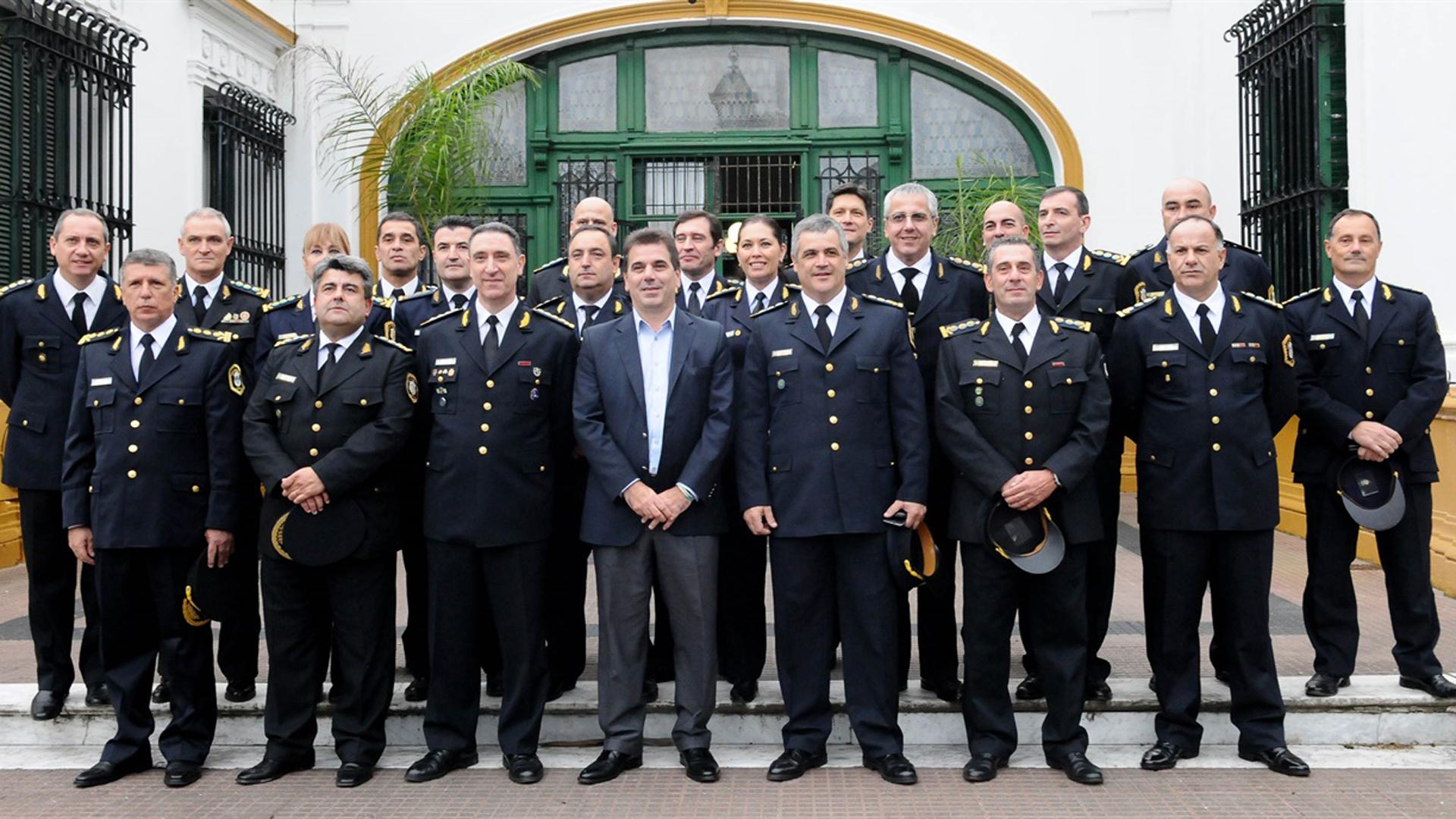 Cambios en la c pula de la polic a bonaerense seis jefes de la fuerza pasaron a retiro - Oficina del policia ...