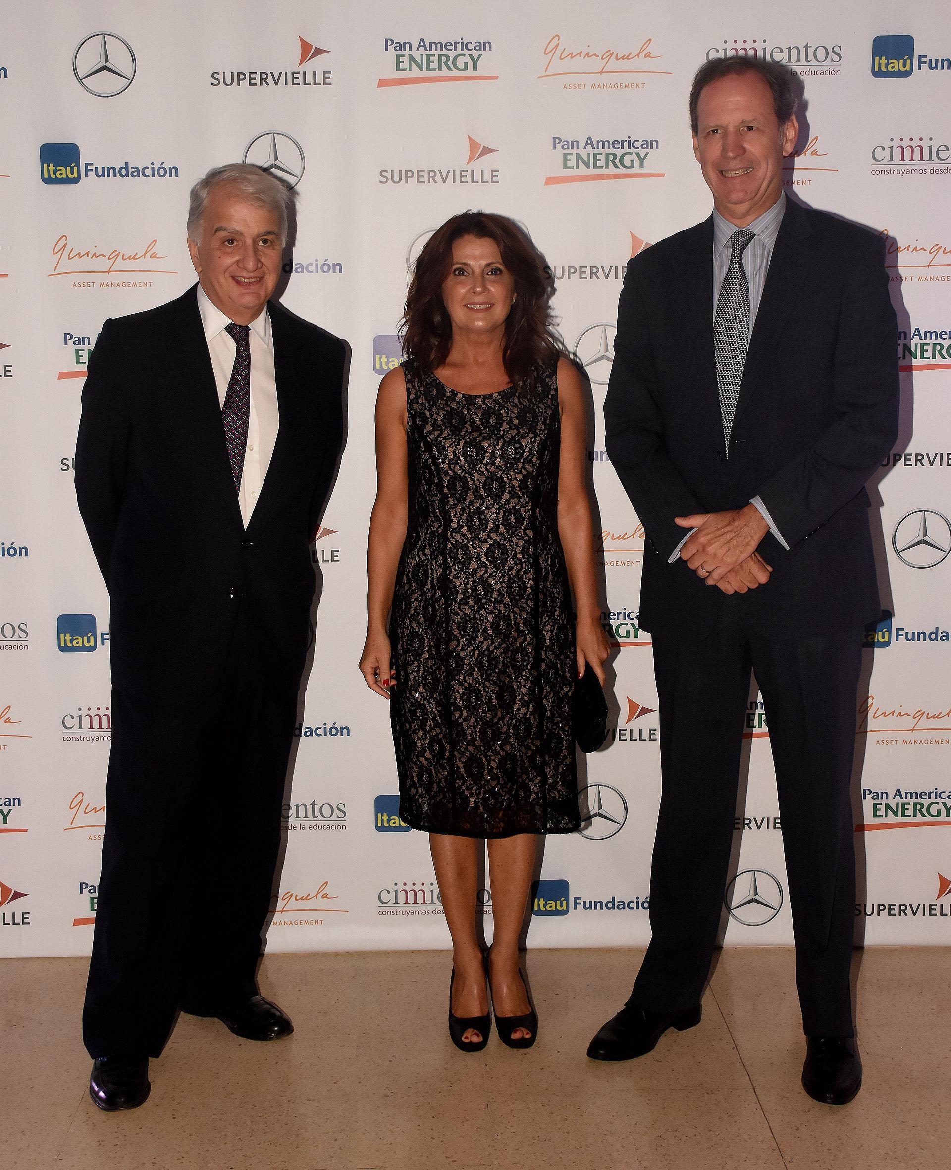 El vicepresidente de Cimientos, Eduardo Franck, miembro del consejo, Claudia Romero y Miguel Blaquier