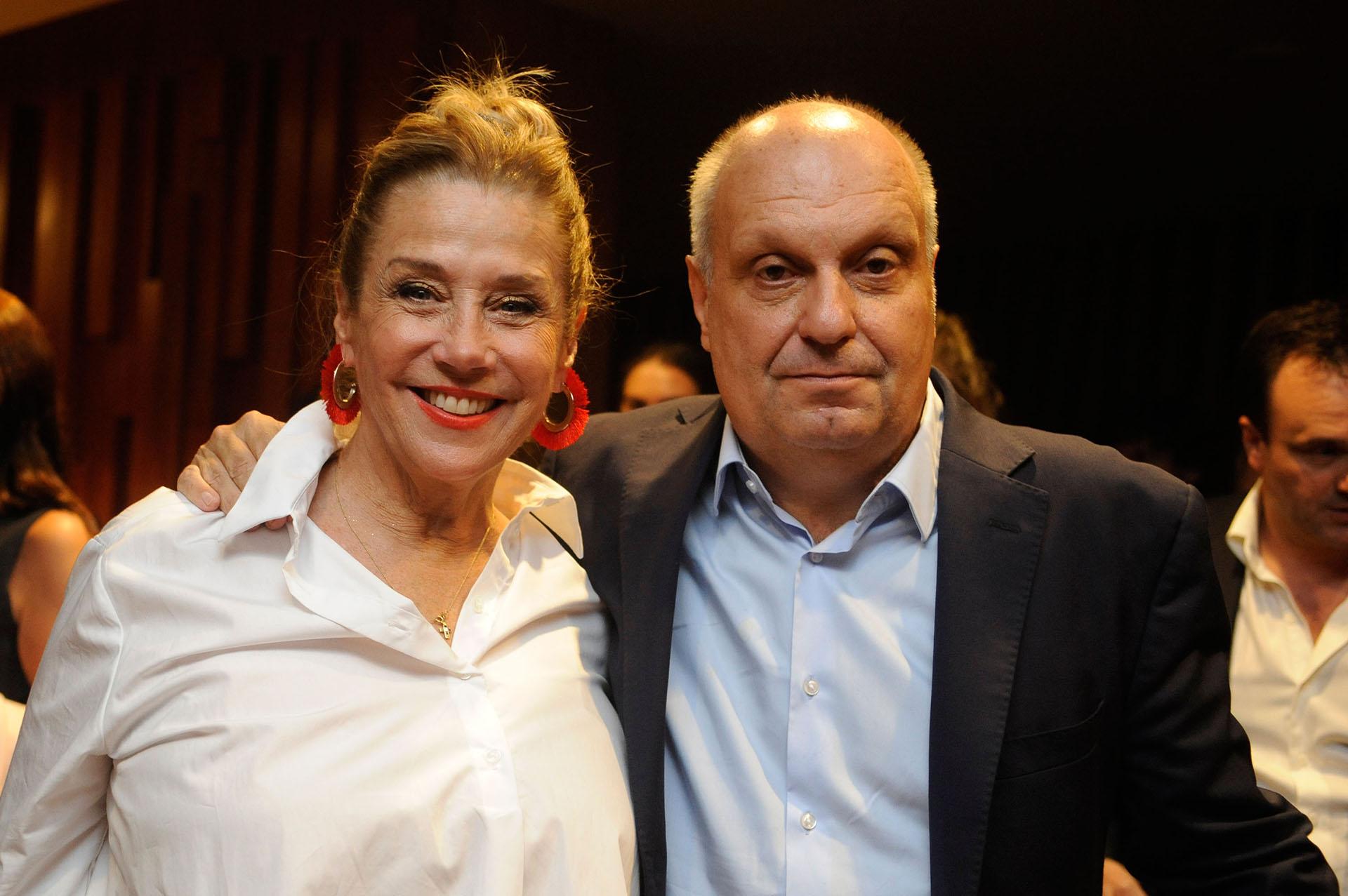 Marcela Tinayre junto con Hernán Lombardi, dos de los invitados que estuvieronpresentes en uno de los eventos más importantes en la agenda del diseñador
