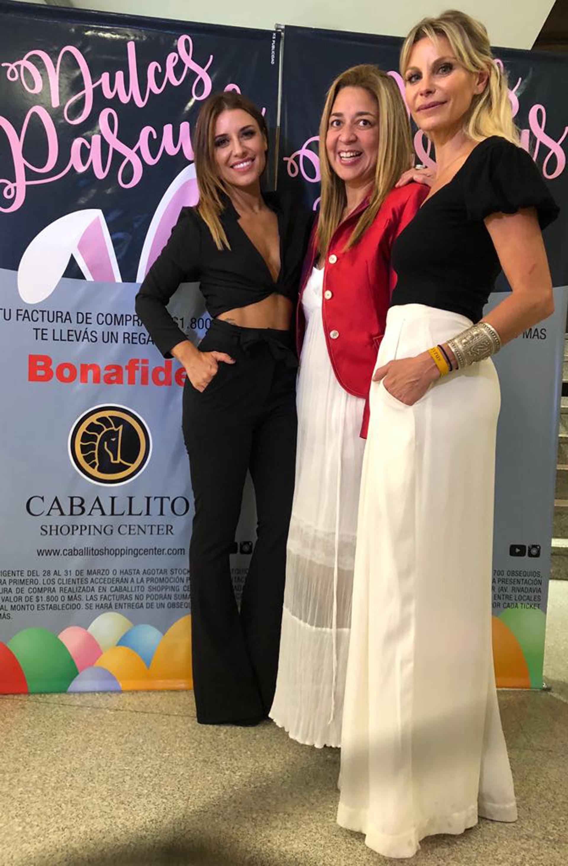 Mariana Brey , María Laura Gregoriadis -directora del centro comercial- y Jimena Cyrulnik