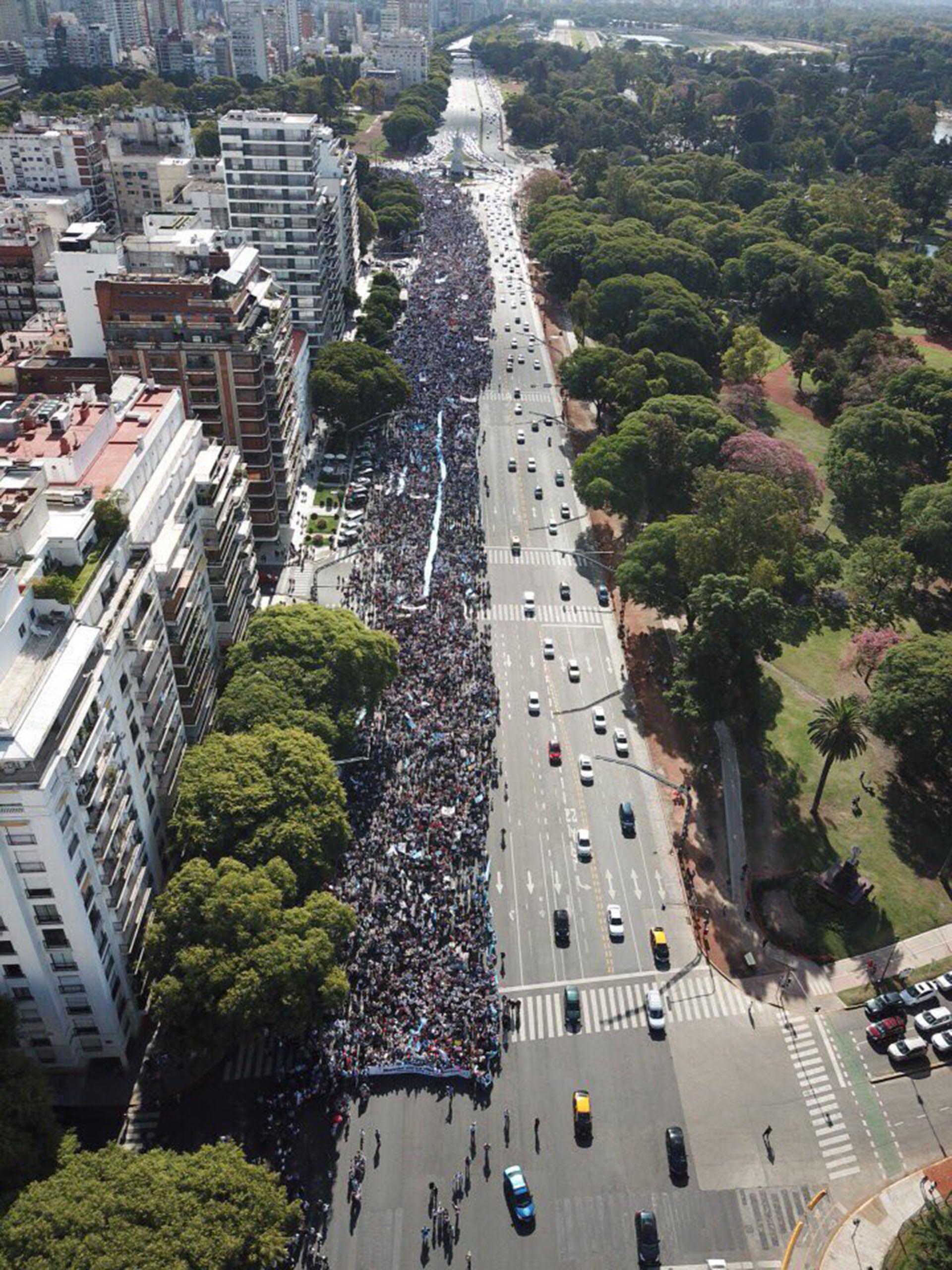 Miles de personas participaron este domingo de la Marcha por la Vida, contra el proyecto de ley de despenalización del aborto