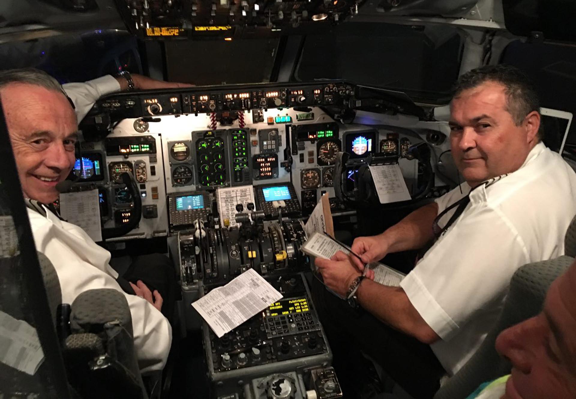 """""""Es un honor llevarlos a Malvinas en este vuelo de carácter humanitario"""", dijo el capitán a los pasajeros"""