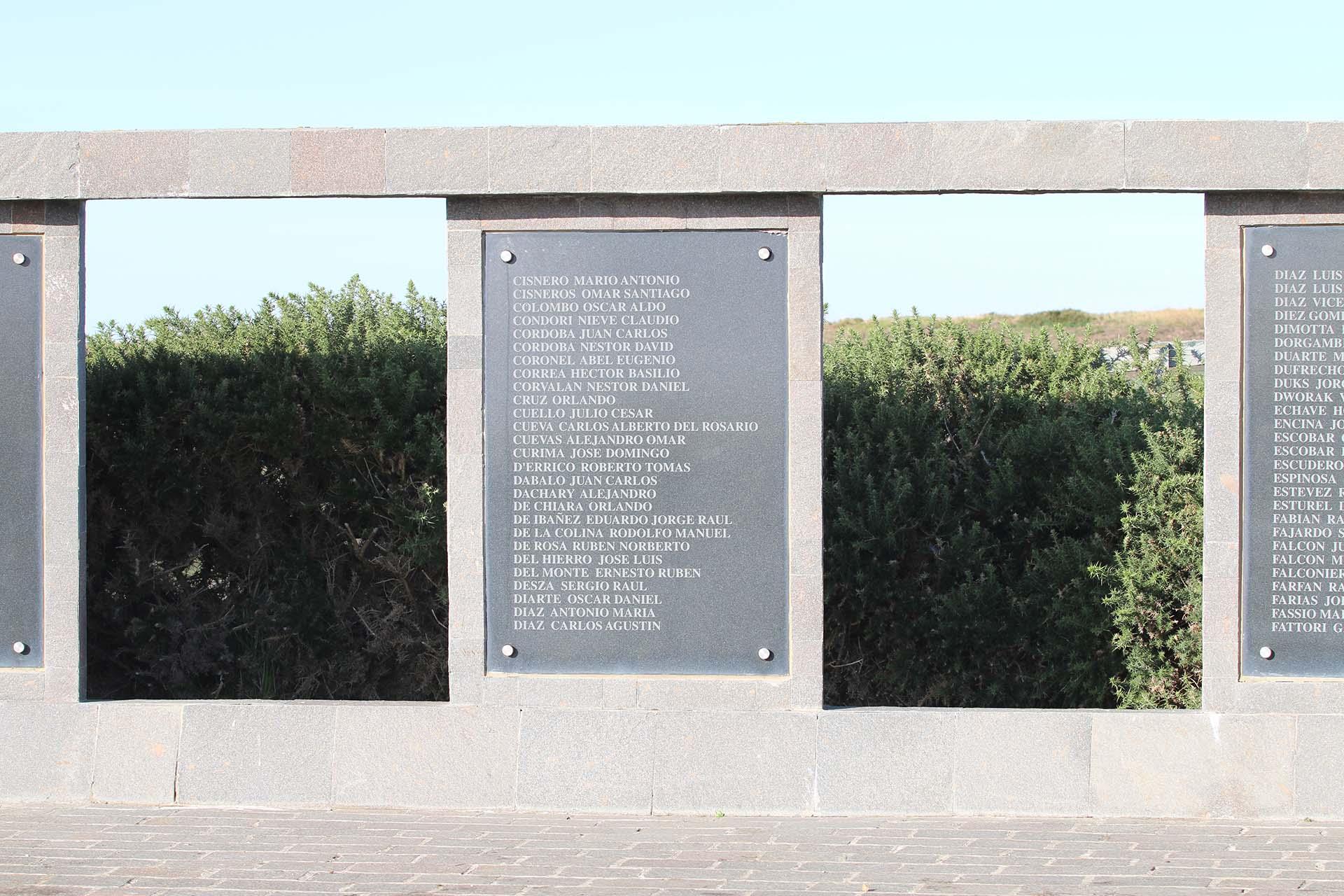 Las placas con los 649 nombres de los caídos en la guerra del Atlántico Sur