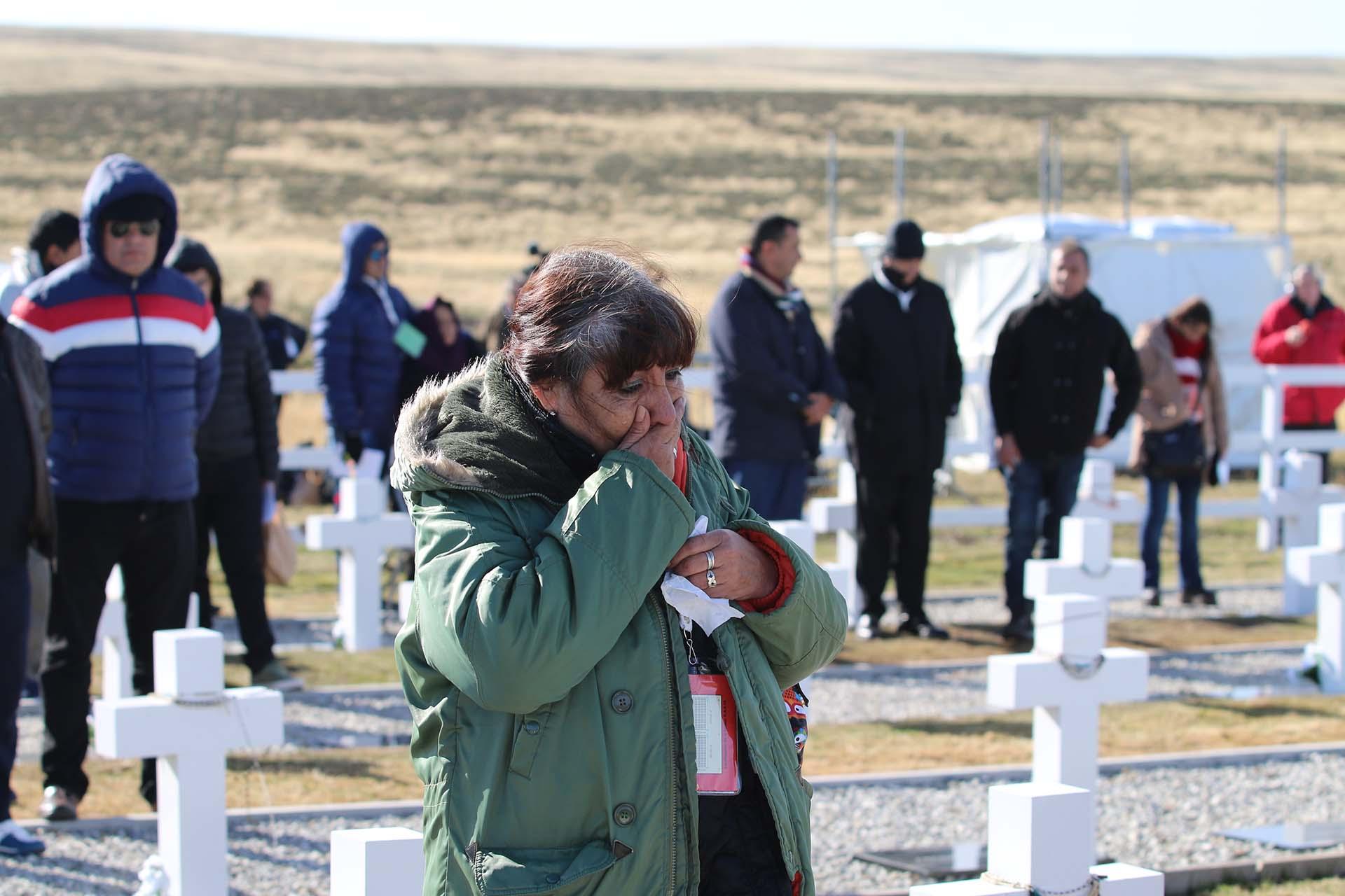 Malvinas es una herida abierta para los familiares, que a 36 años de la guerra, lloran a sus seres queridos en Darwin
