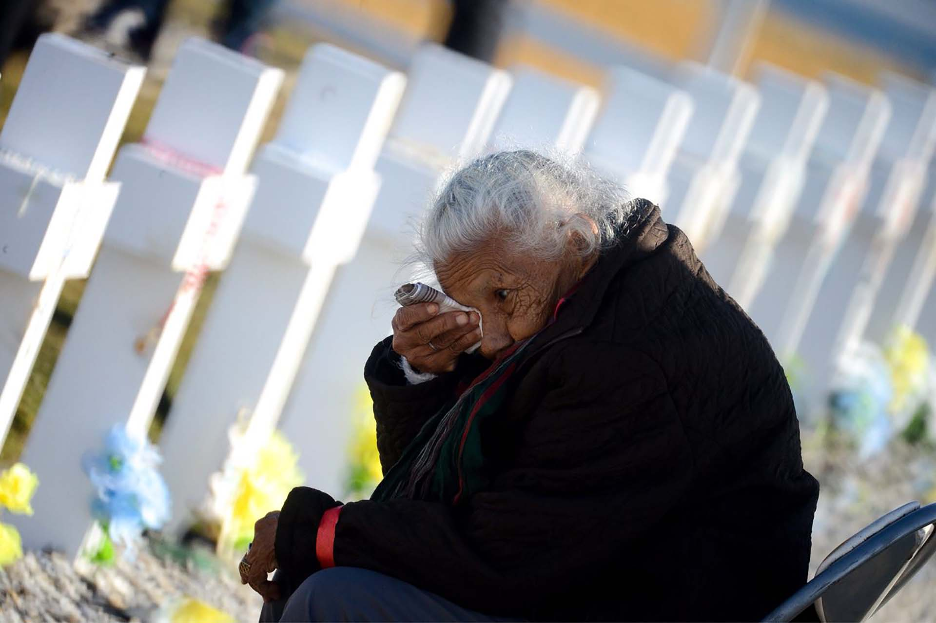 Paula Francisca Borda, de 83 años, llora Paula Francisca Borda, por su hijo Guillermo que -cuenta – viajó a Malvinas como voluntario para evitar que su hermano menor fuera a la guerra de sus hermanos menores tuviera que hacerlo. (Foto: Presidencia de la Nación/Secretaria DDHH/ Víctor Bugge)
