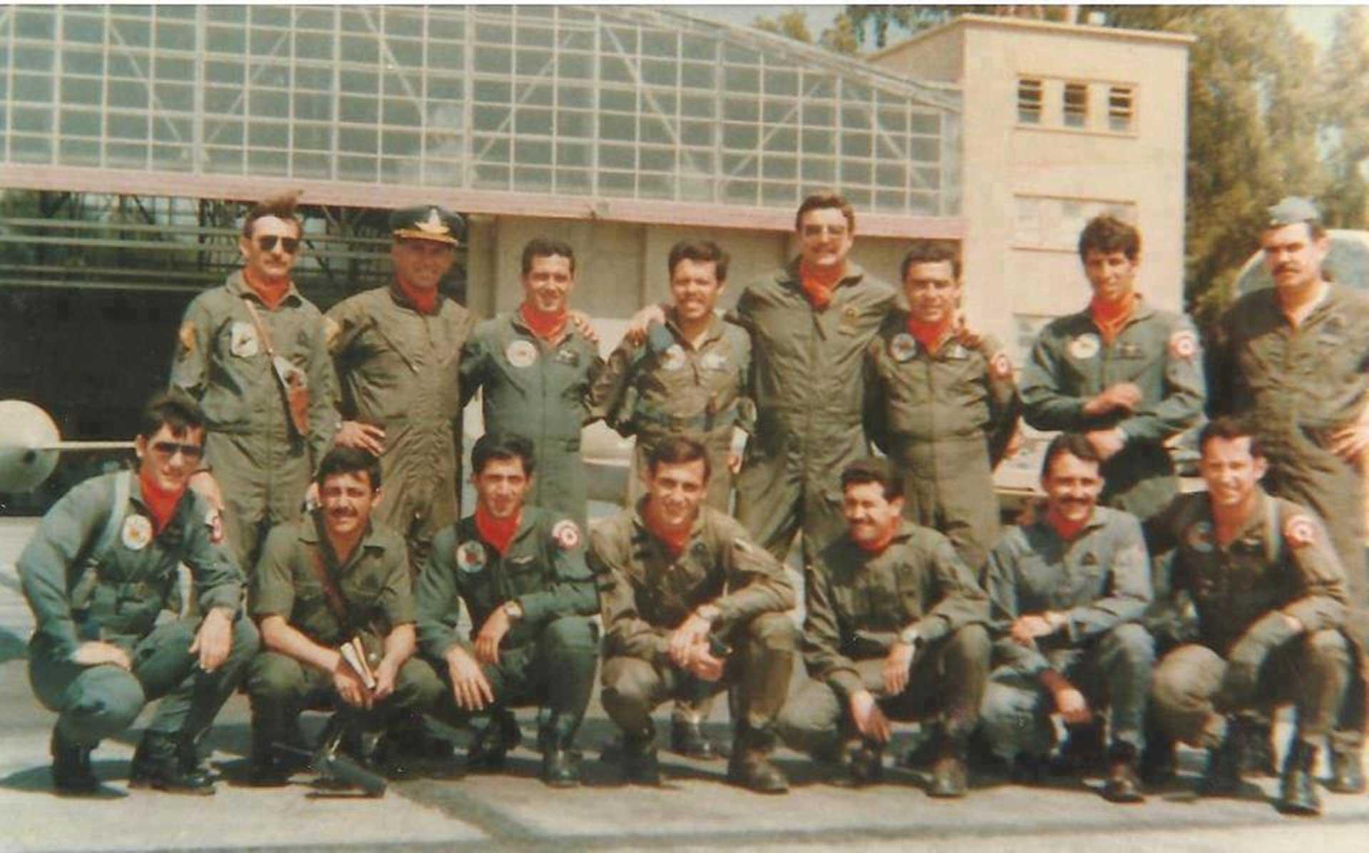 Pilotos de combate peruanos y argentinos, en septiembre de 1981, en la IV Brigada Aérea, Mendoza, Argentina. Foto: Gentileza Gómez de la Torre Rotta.