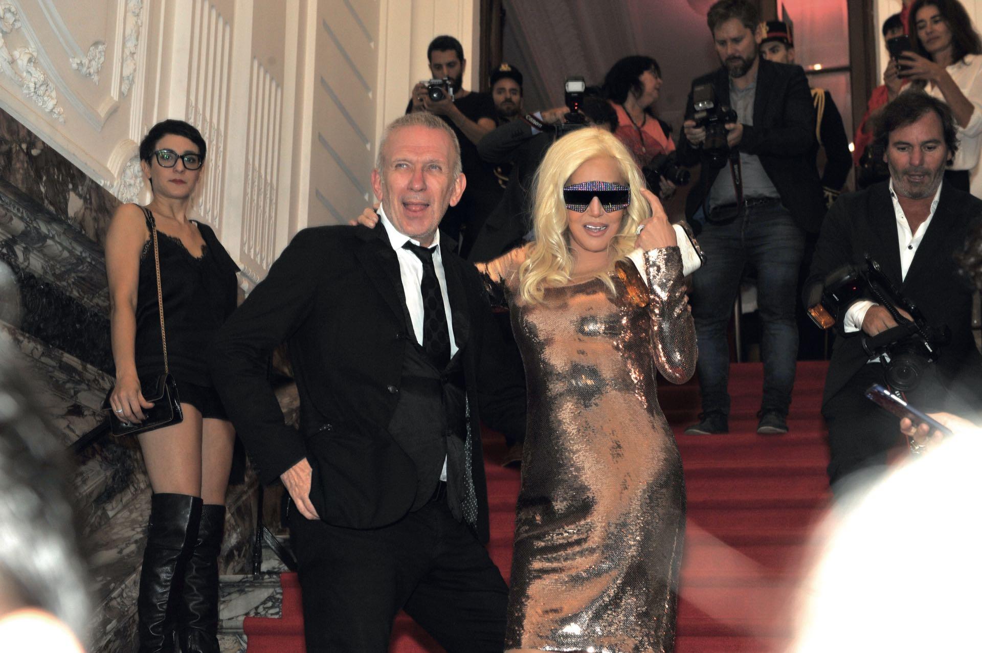 Susana Giménez llegó a la Scandal Party –en el palacio Piccaluga– del brazo de Jean Paul, y fueron ubicados en un salón híper restringido.