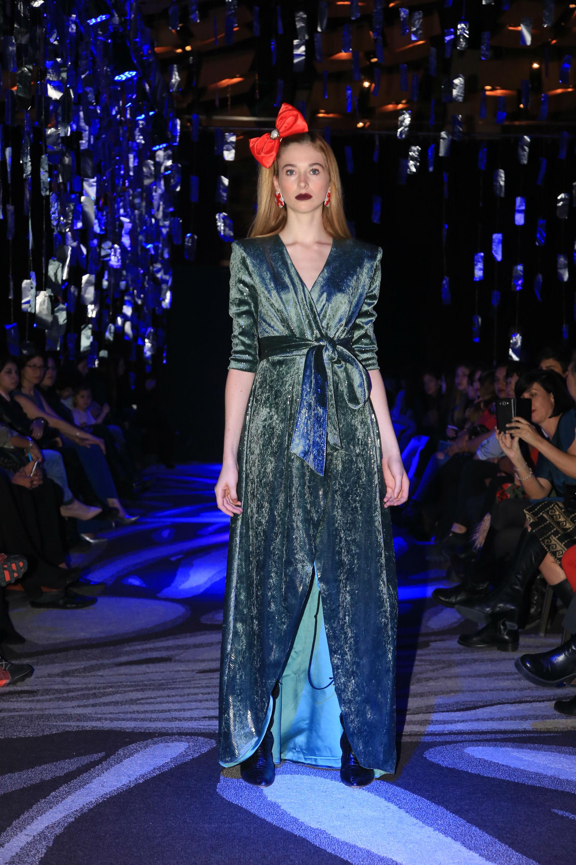 El vestido que Artemis diseñó para vestir a Griselda Siciliani en la última Tapa de personajes de GENTE. (Foto Jhony Villagran)