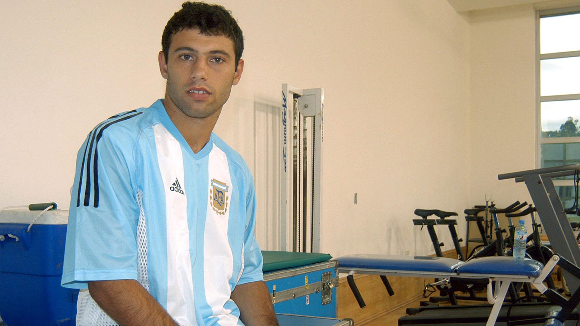 Debutó en la Selección Mayor antes de hacerlo en la Primera de River (NA)