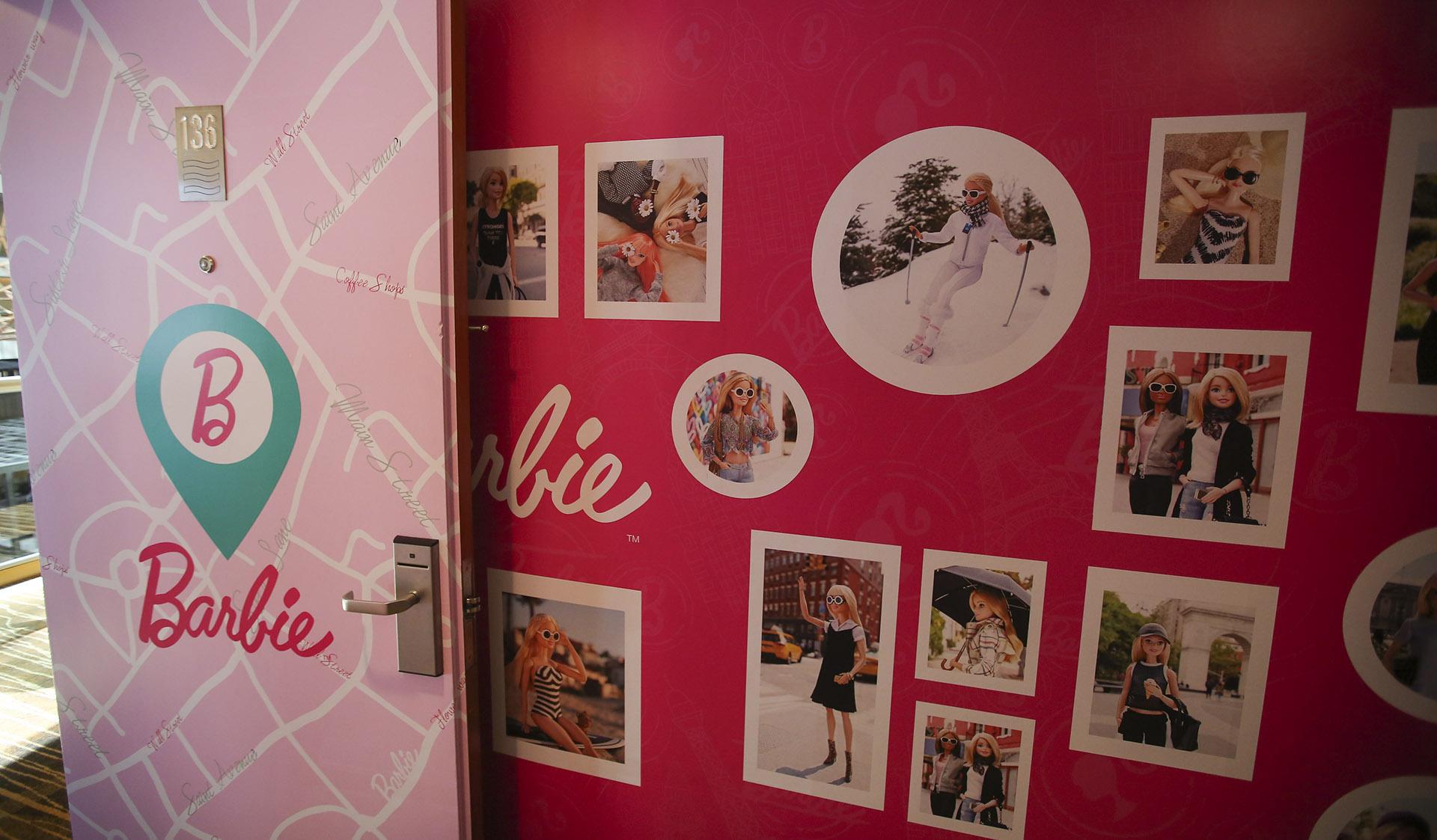 Glamping es la fusión de palabrasglamourycamping que resume la propuesta de Barbie en el Hotel Hilton