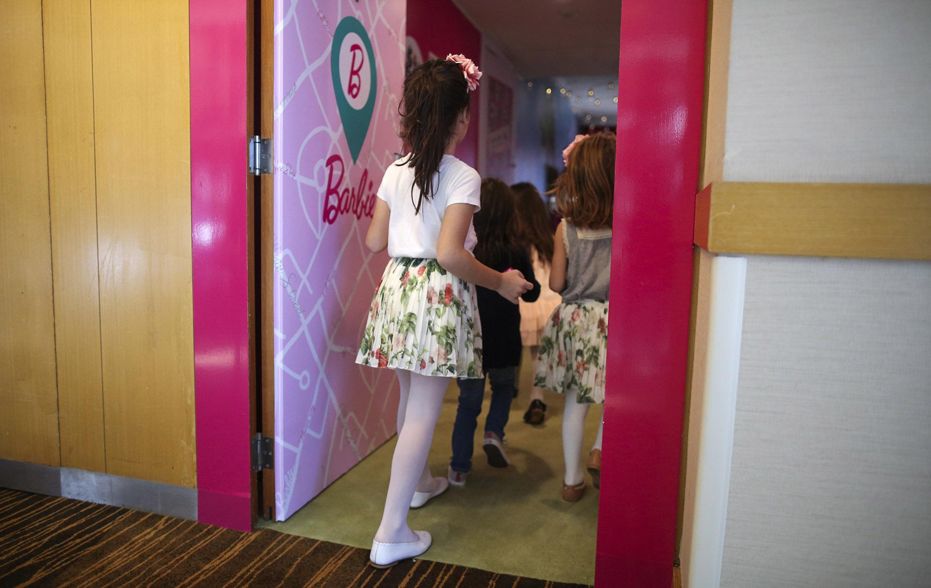 Barbie Room se encuentra en la habitación Nº 136, con una puerta bien diferenciada del resto, con una puerta rosa que da la bienvenida al universo de fantasía de la icónica muñeca