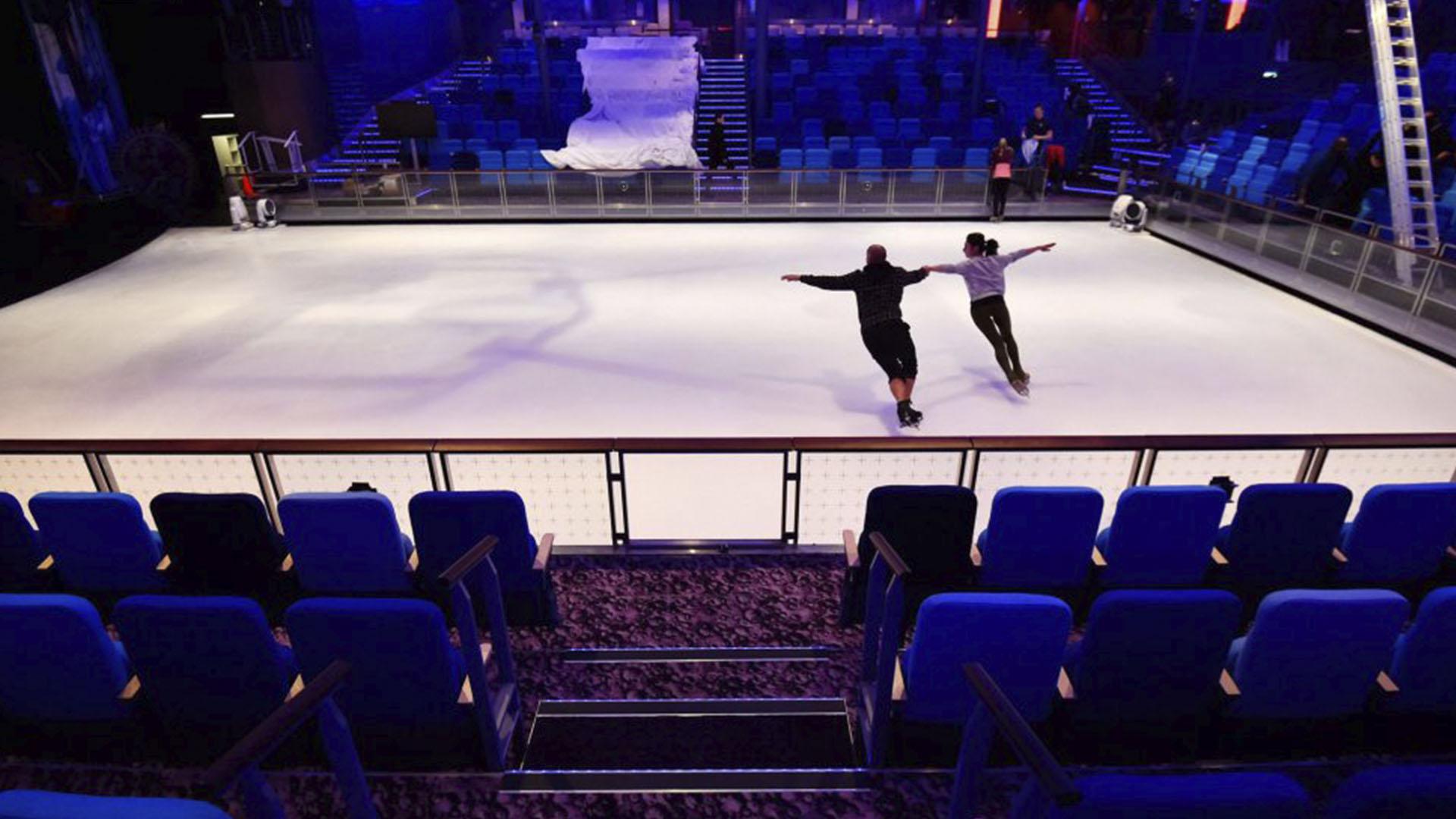 También tiene una pista de patinaje sobre hielo
