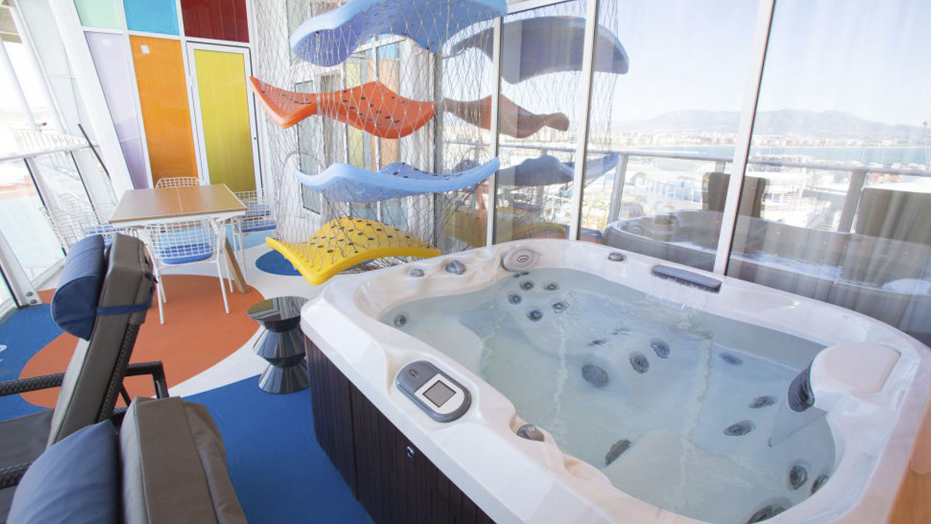 Hamacas y jacuzzi exclusivo, con vista al mar