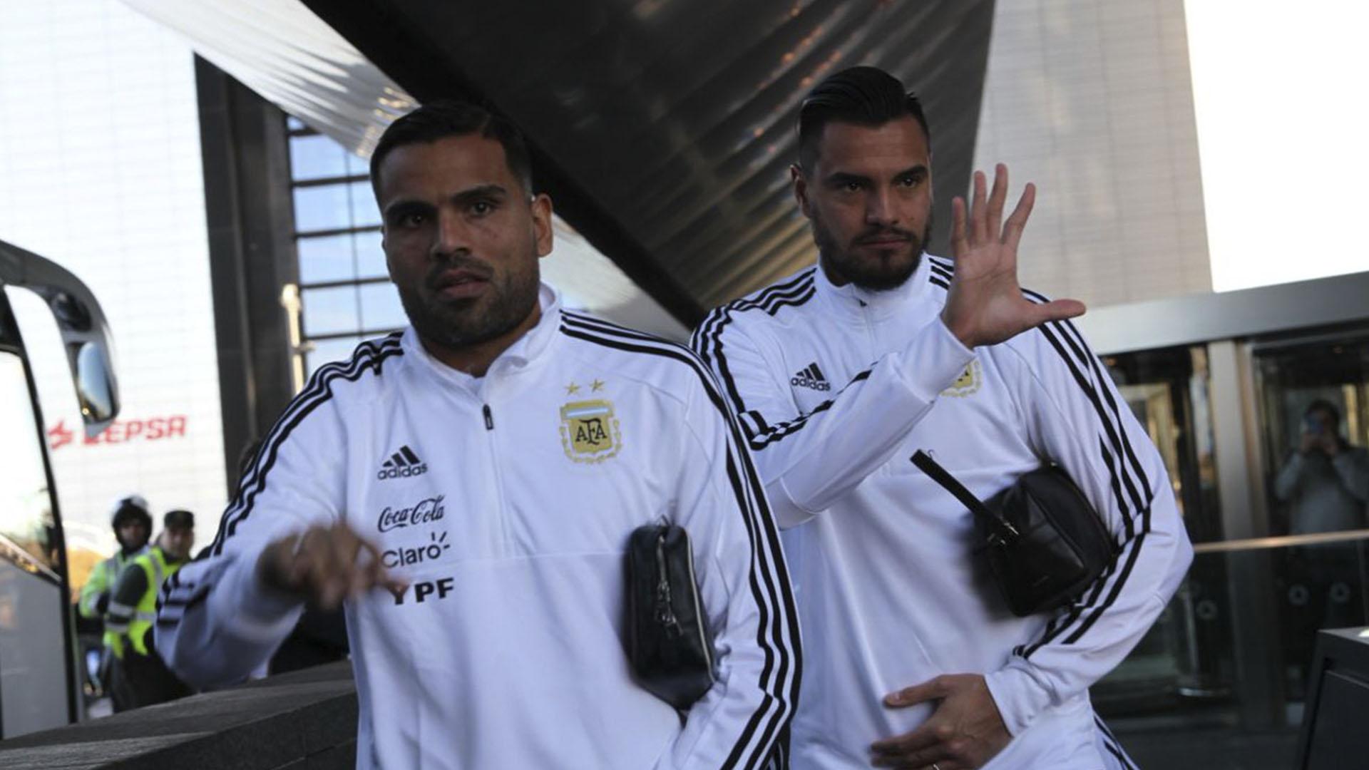 Gabriel Mercado junto a Sergio Romero: son dos fijas para la lista de 23 (@Argentina)