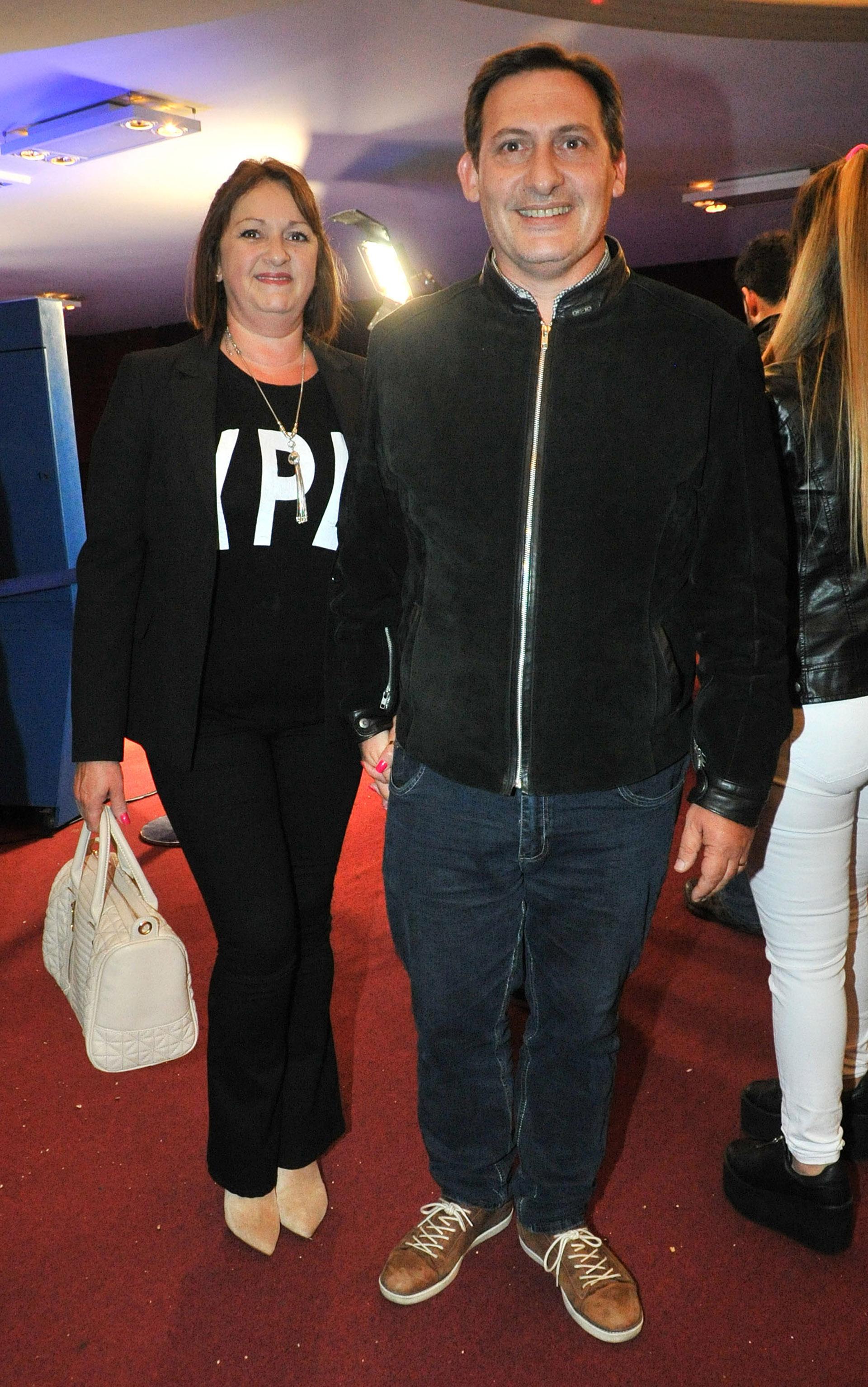 El periodista Paulo Kablan y su mujer