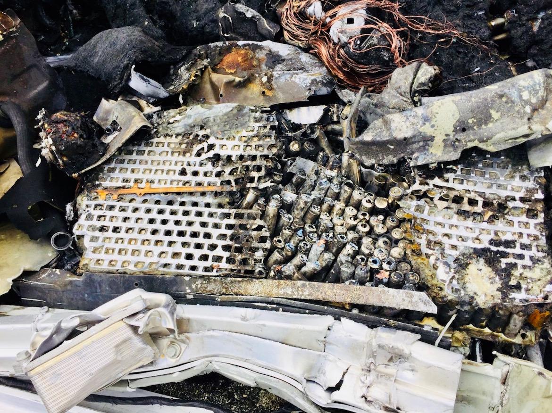 """Las baterías del crossover involucrado en el accidente ardieron de """"forma controlada"""""""
