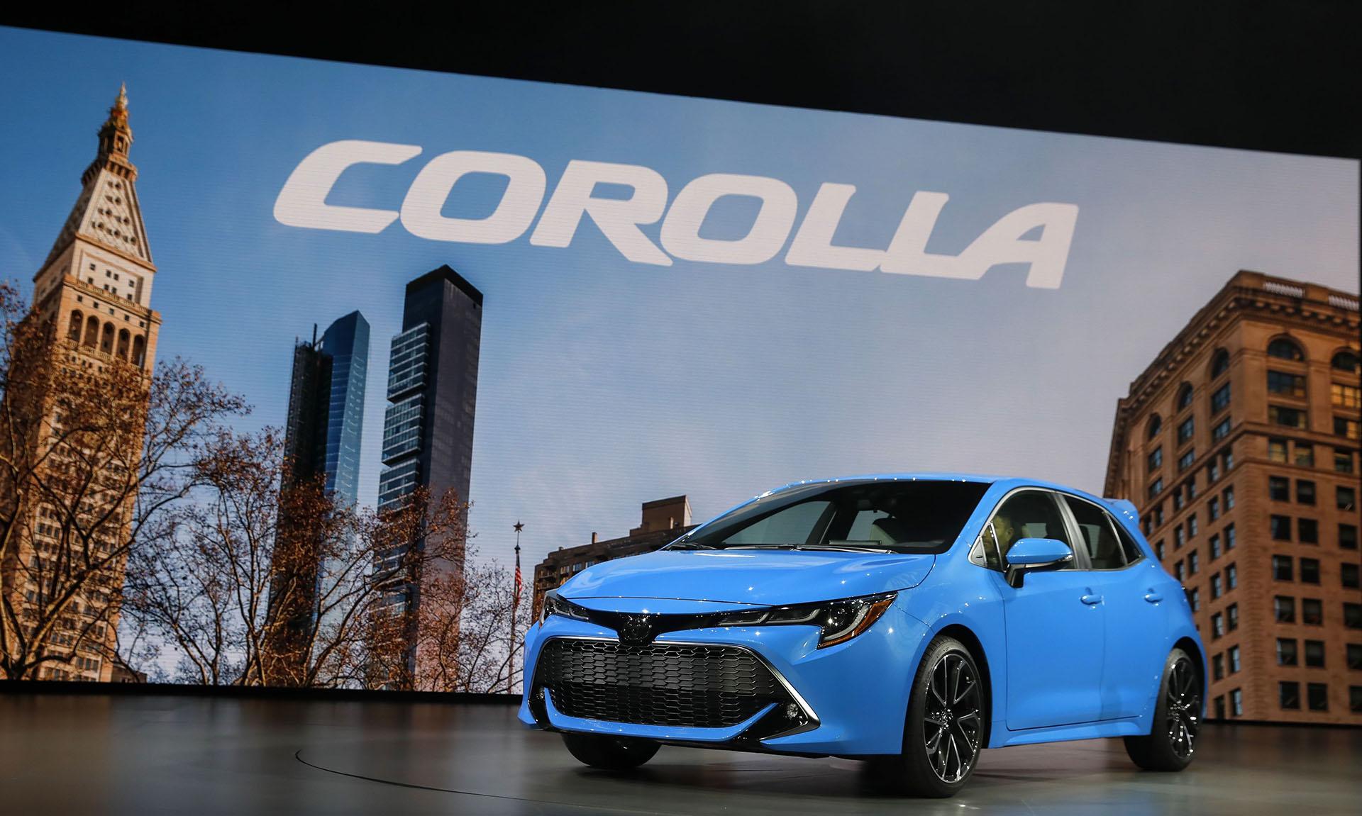 La nueva versión del auto más vendido en la historia de la industria automotriz presenta líneas más afiladas y formas más angulares que el sedán tradicional. Se estima que el Corolla hatchback comenzará a fabricarse en Brasil en 2020 sobre la plataforma moderna TNGA (Toyota New Global Architecture)