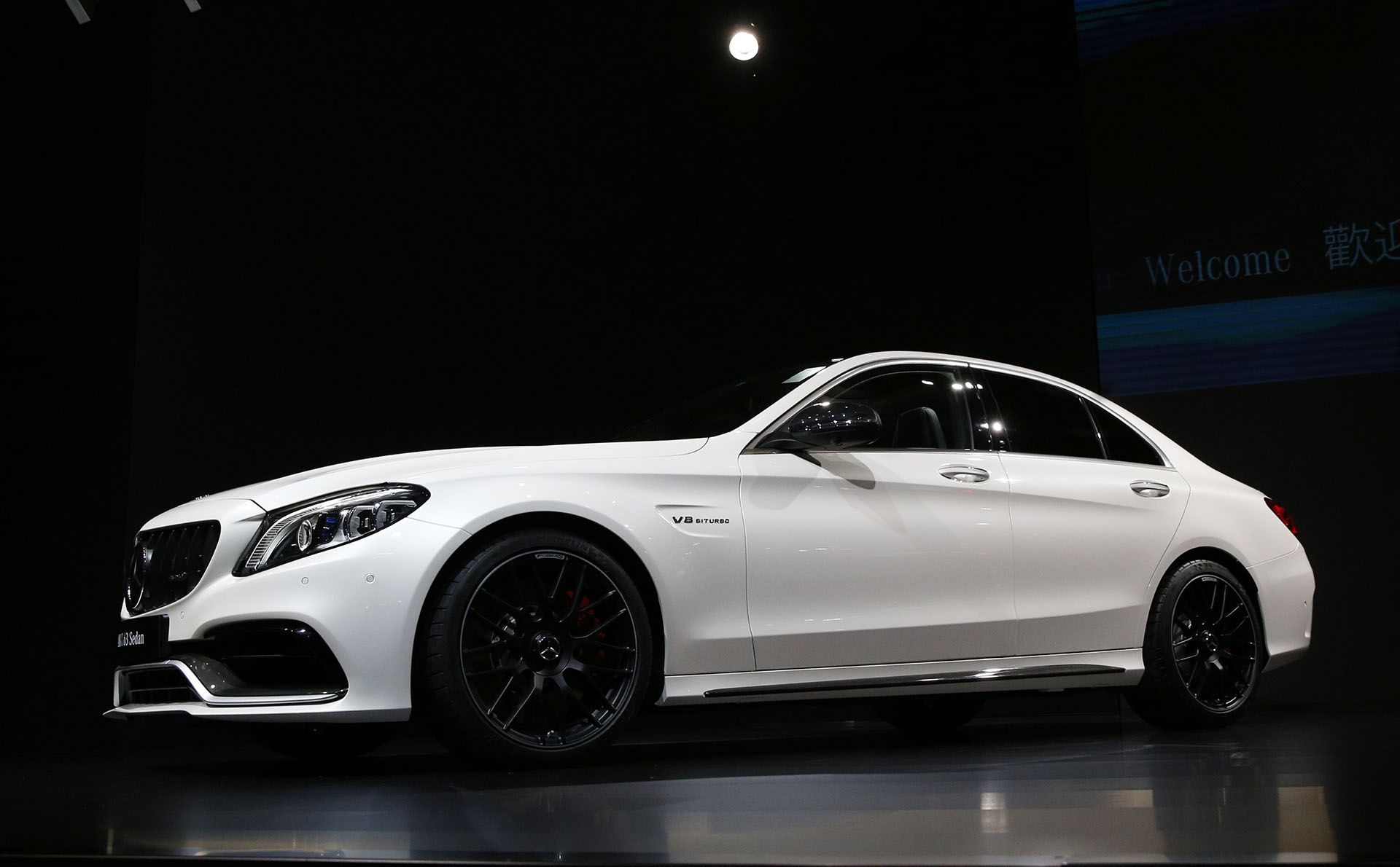 Mercedes-Benz dio a conocer en el Salón Internacional de Nueva York el modelo base C300 y las versiones de rango medio del Mercedes-AMG C43, en variable coupé como cabriolet. El más deportivo del catálogo del Clase C presume de una nueva transmisión, equipamiento moderno y nuevos matices estéticos en su exterior e interior