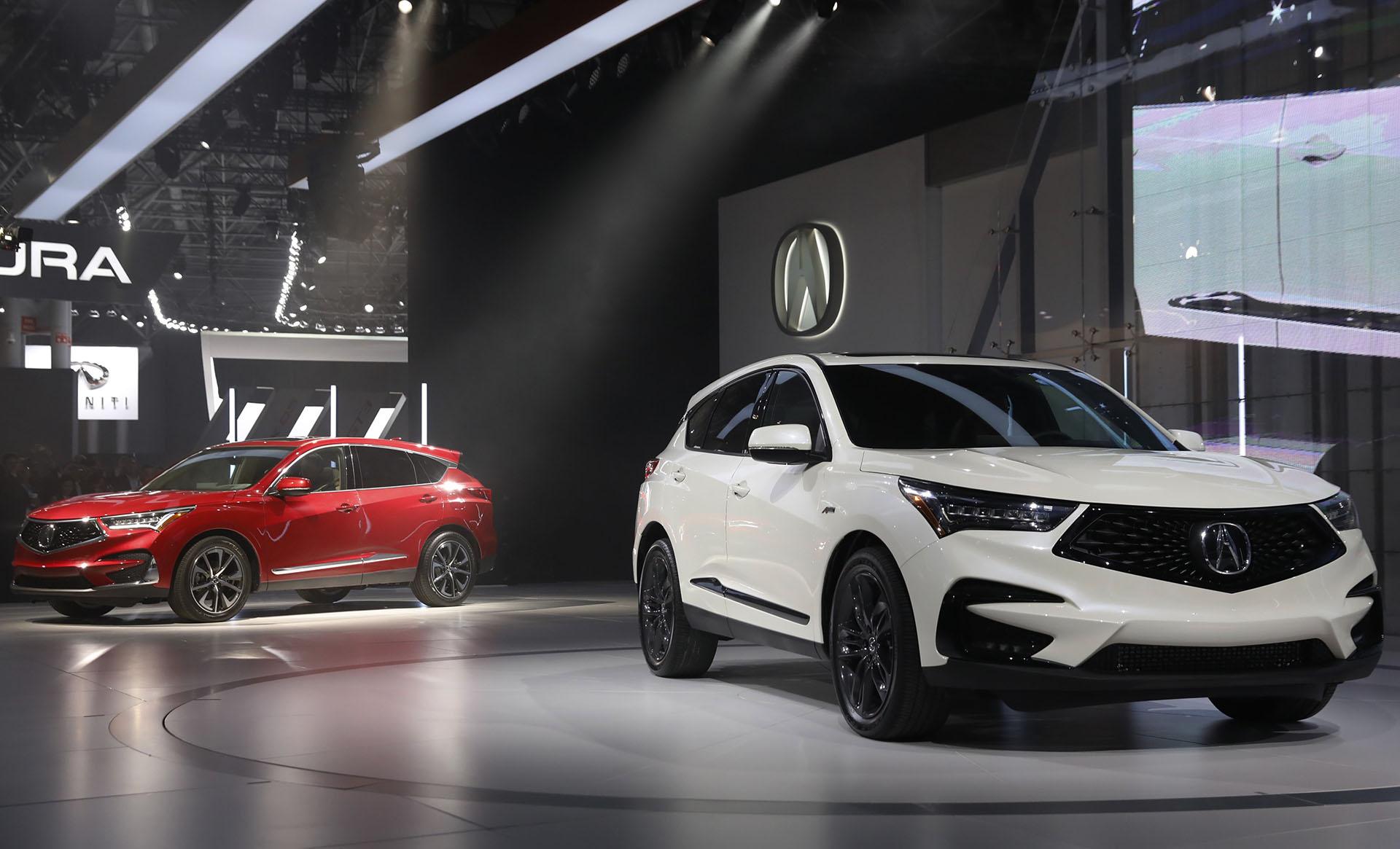 Acura, la división premium de Honda, eligió la metrópolis estadounidense para develar la versión definitiva del Acura RDX, un SUV compacto con nombre propio en el segmento de los SUV. La marca japonesa había presentado previamente en Detroit el concept que confirmó sin cambios sustanciales y con respeto por las líneas del prototipo original en Autoshow de NY