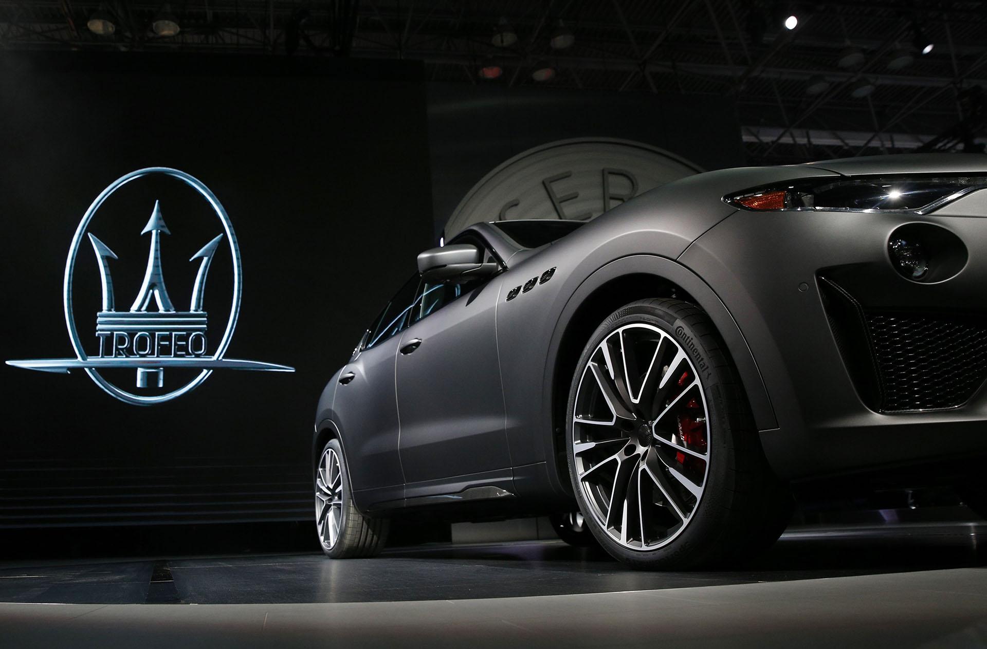 El Maserati Levante Trofeo redefine la apariencia deportiva de los SUV más extremos del mercado. Emplea un motor Ferrari 3.8 V8 Twin-Turbo de 590 CV que desarrolla una velocidad de 0 a 100 km/h en apenas 3,9 segundos y con ruta libre es capaz superar los 300 km/h de punta. Una auténtica bestia