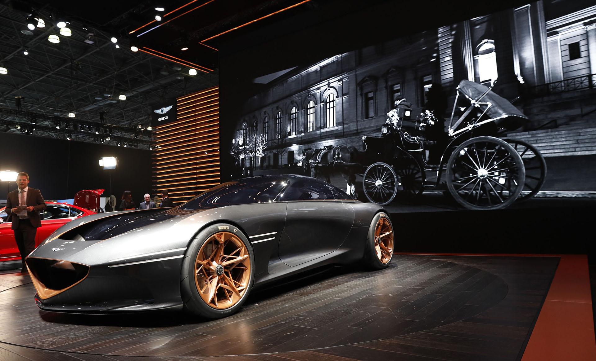 Otro ejemplo que anuncia que el futuro de la industria automotriz es eléctrico. El Genesis Essentia es el prototipo de un GT de dos puertas dedicado a mostrar la potencialidad y la visión de la marca. Es un ambicioso concepto que prioriza la conducción deportiva y dinámica