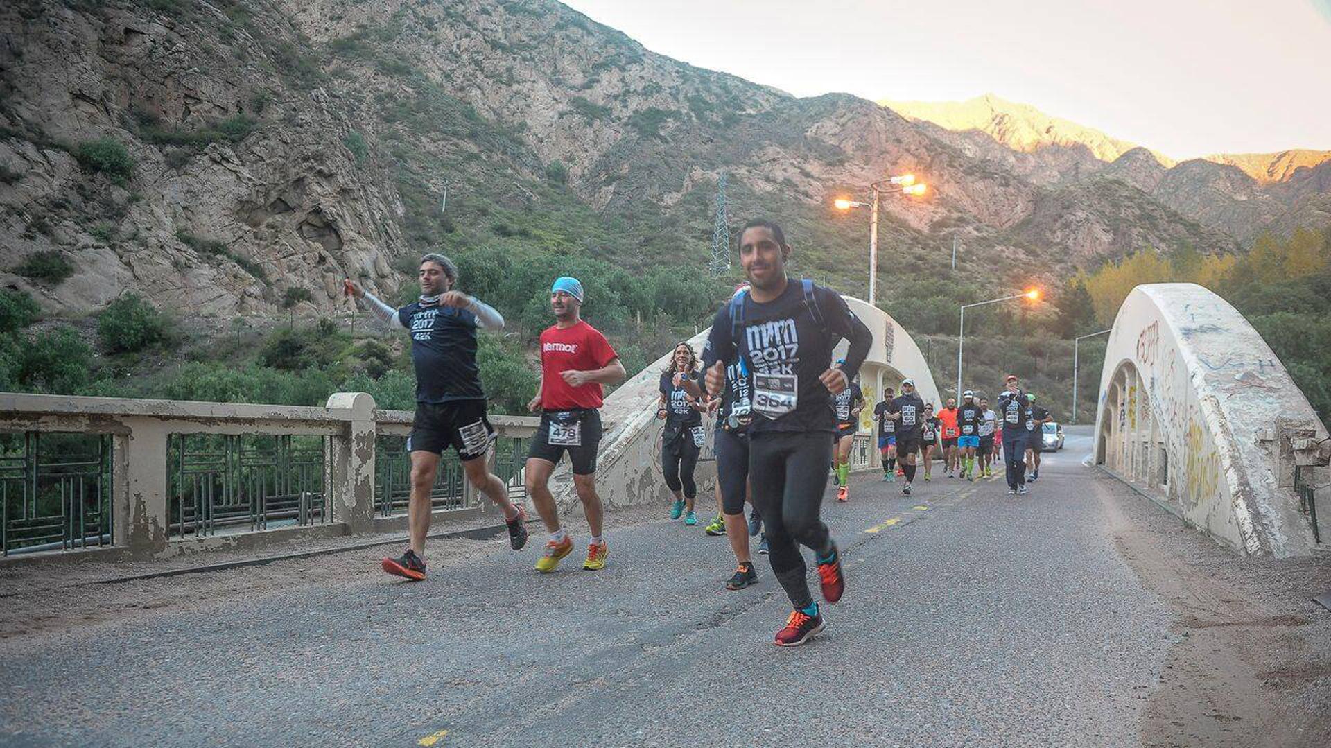 La maratón de Mendoza atrae gran cantidad de atletas internacionales (Facebook: Maratón de Mendoza)