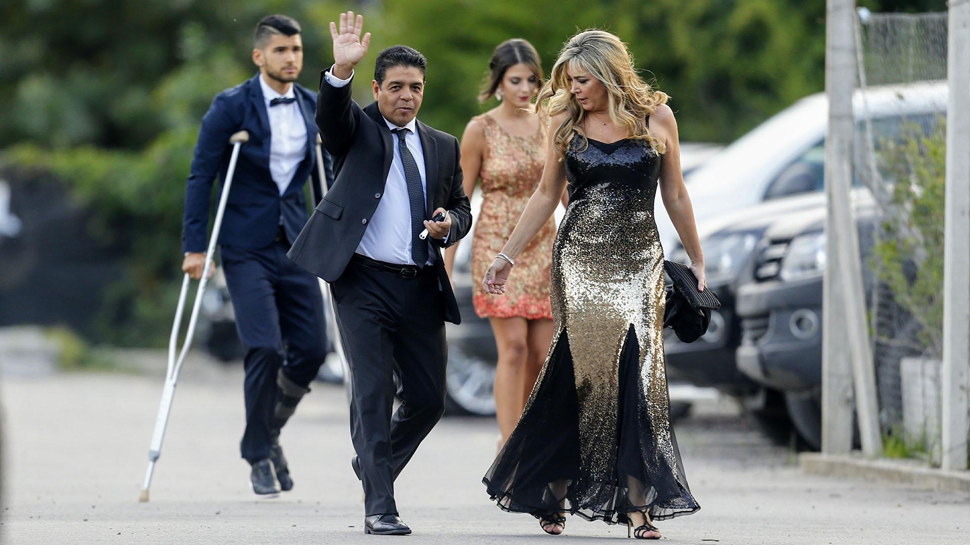 Lalo Maradona y su mujer (Fotos: Nicolás Aboaf)