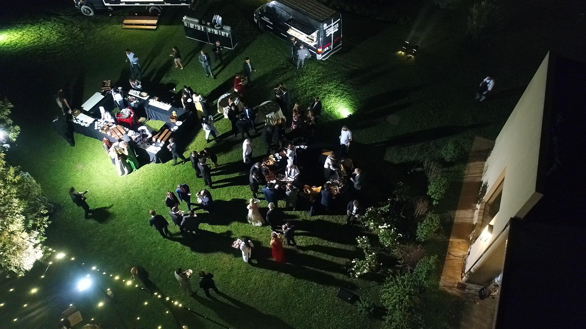 El clima acompañó y los invitados pudieron disfrutar de los jardines del salón