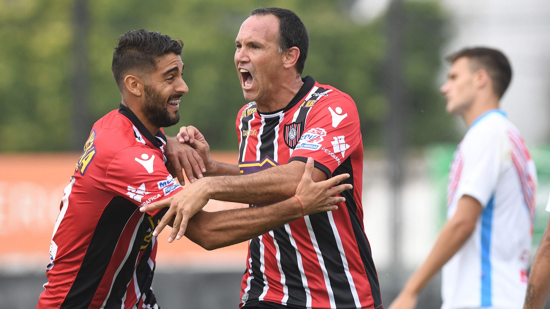Si Chacarita pierde esta fecha y Vélez suma un punto ante San Lorenzo, se irá al descenso (Télam)
