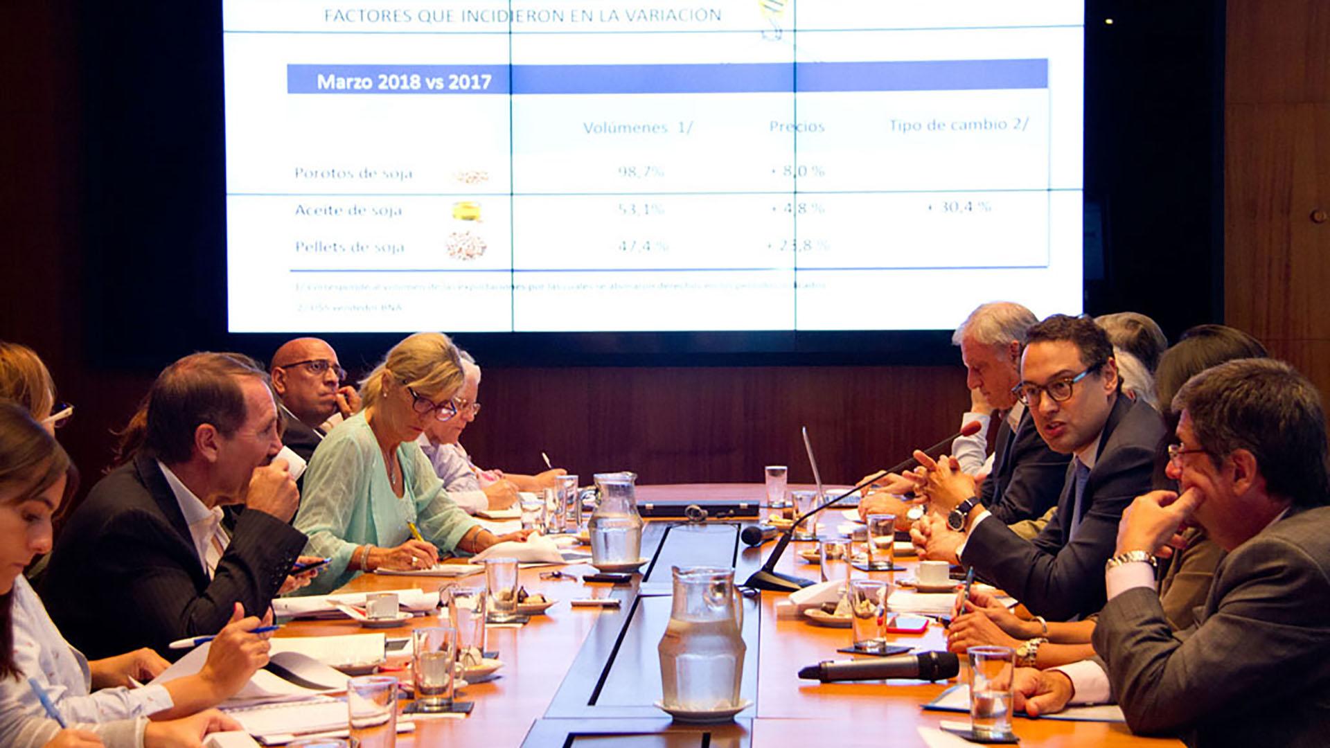 Leandro Cuccioli expuso ante la prensa los aspectos salientes de la recaudación tributaria en el último mes bajo la conducción de la AFIP por parte de Alberto Abad (AFIP)