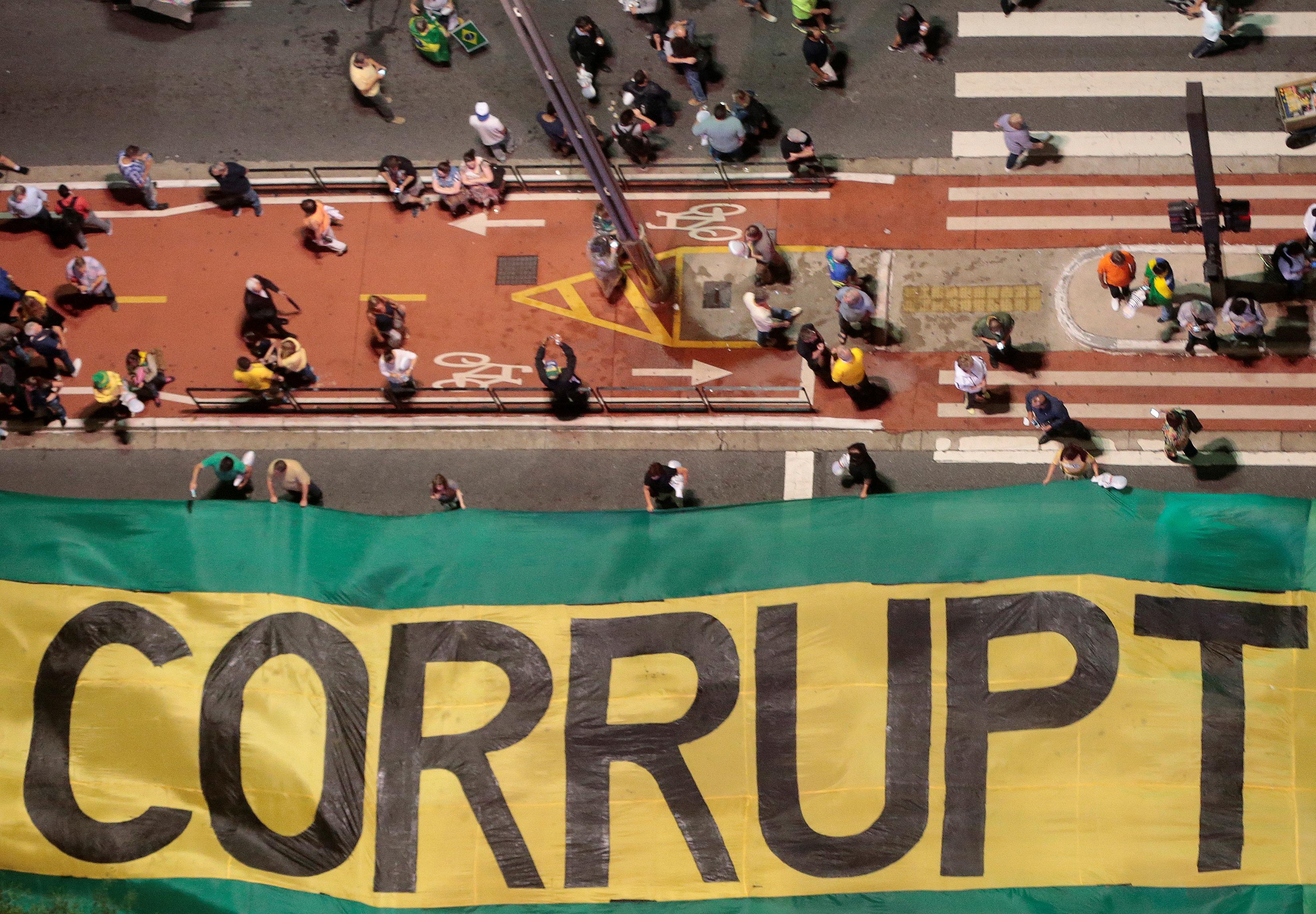 Manifestacionesen la avenida Paulista en San Pablo (Reuters/Leonardo Benassatto)