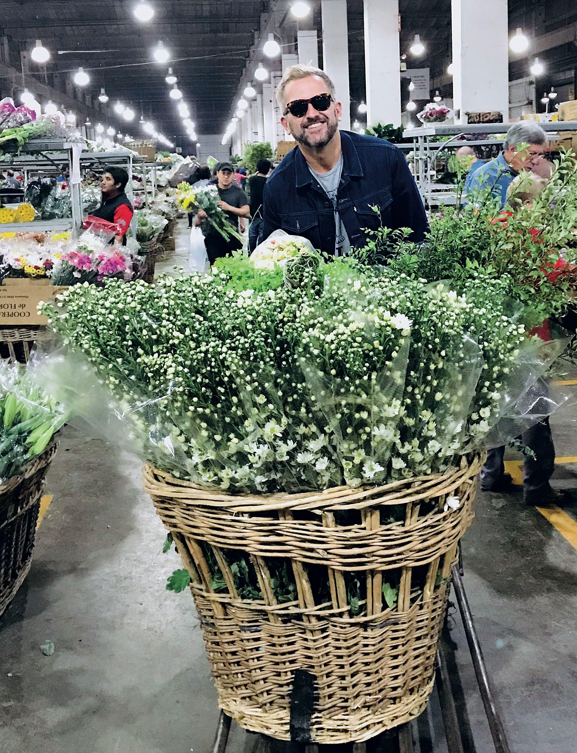 """La ambientación demandó tres días de trabajo y fue realizada por Ramiro Arzuaga. """"Tuvo un estilo botánico y silvestre, en colores crudos y detalles de mimbre. 'Lindo pero sencillo', fue el pedido de la novia"""", revela Arzuaga."""