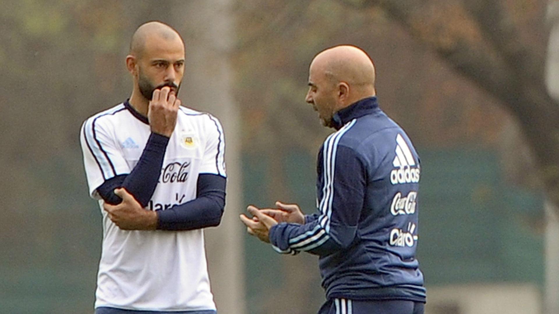 Jorge Sampaoli estudia la posibilidad de no llevar a Javier Mascherano al Mundial de Rusia (Getty)