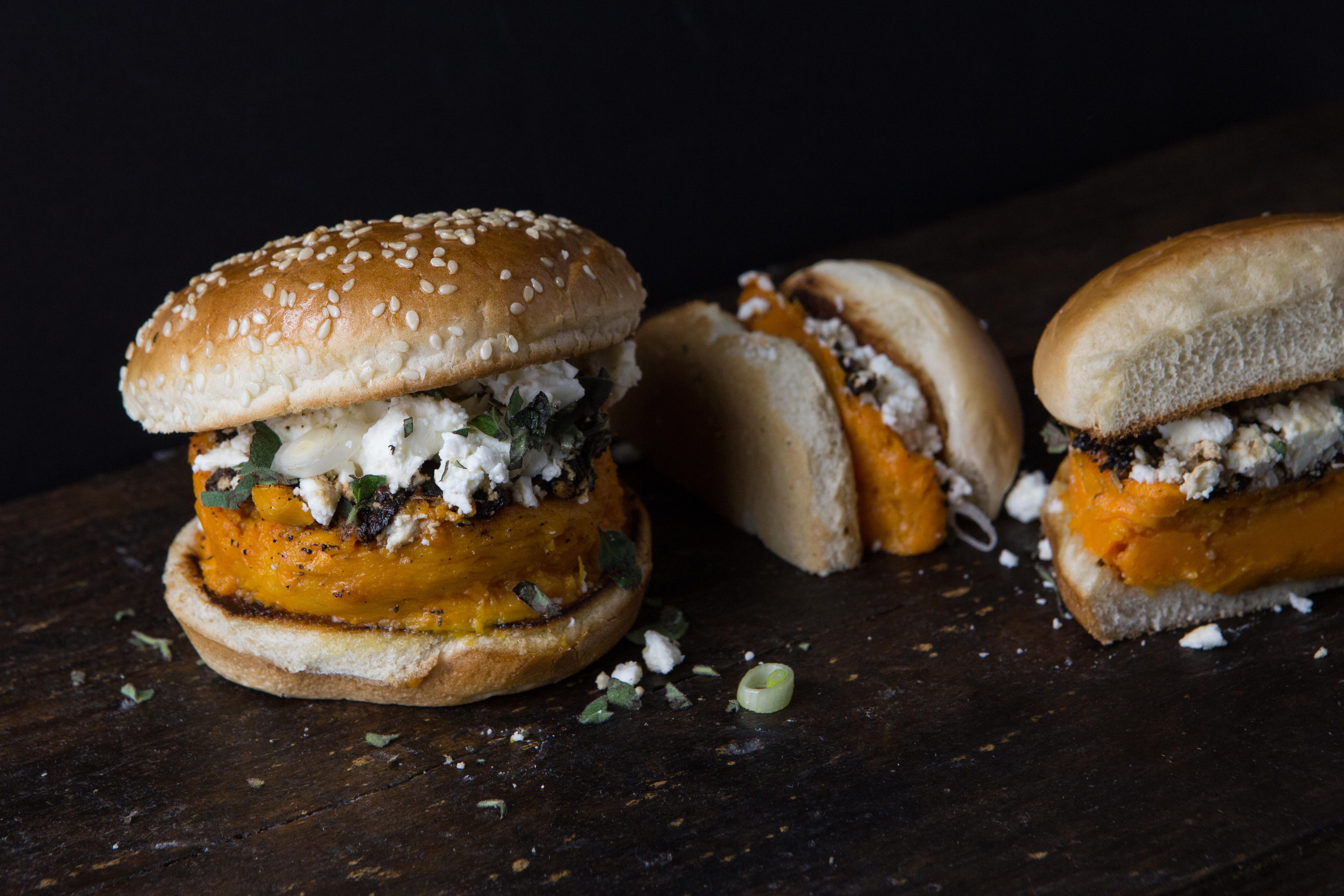 Una hamburguesa hecha a base de batata (Jennifer Chase / The Washington Post)
