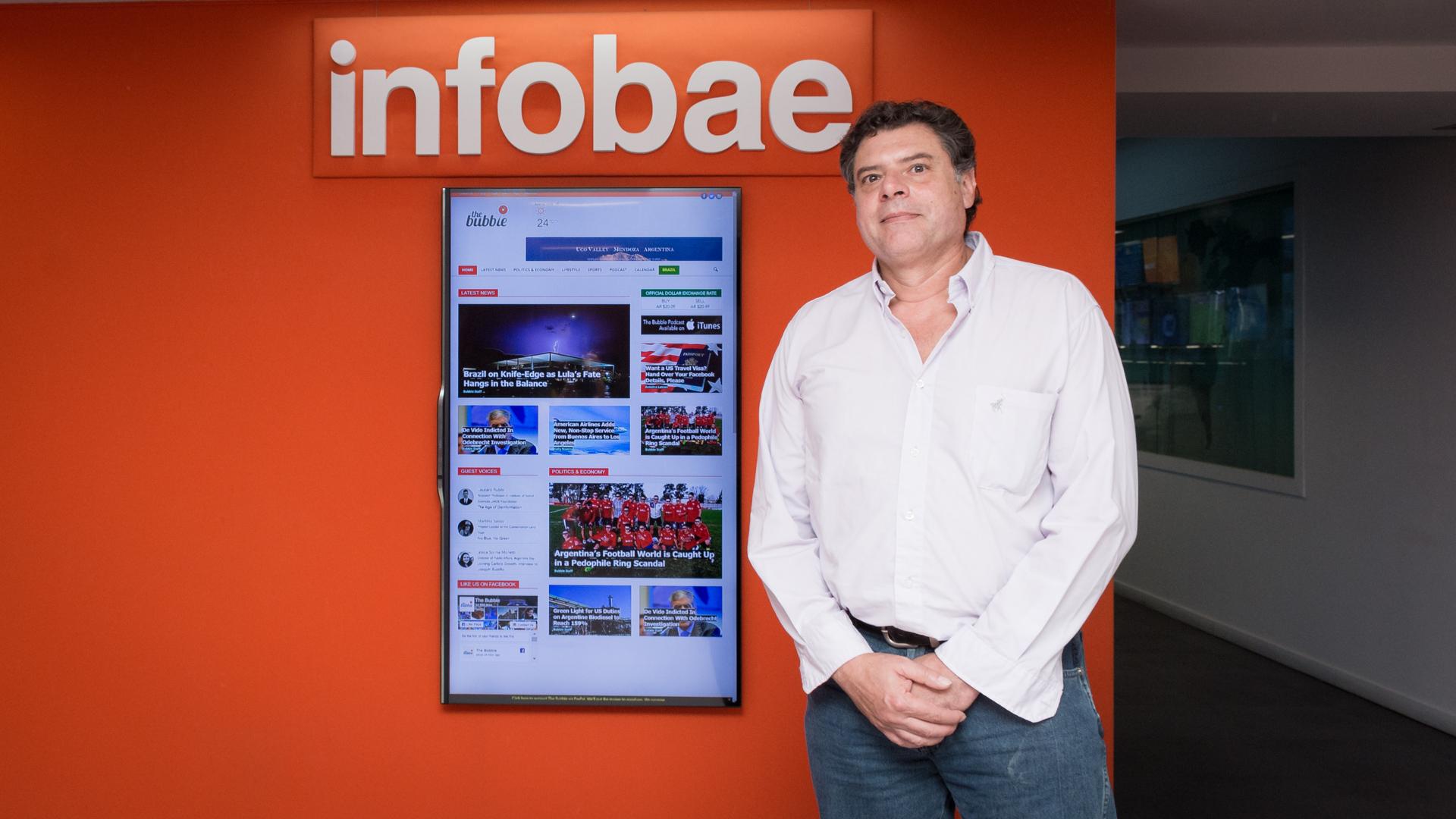 Los ganadores aprovecharon para conocer la redacción de Infobae.
