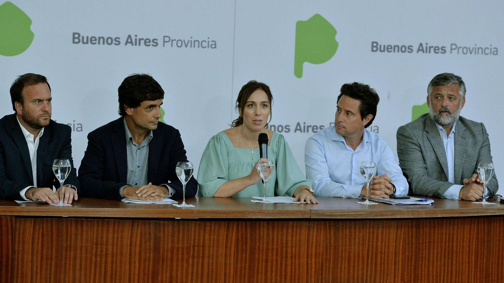 Vidal junto a sus ministros en la conferencia de prensa brindada ayer (Télam)