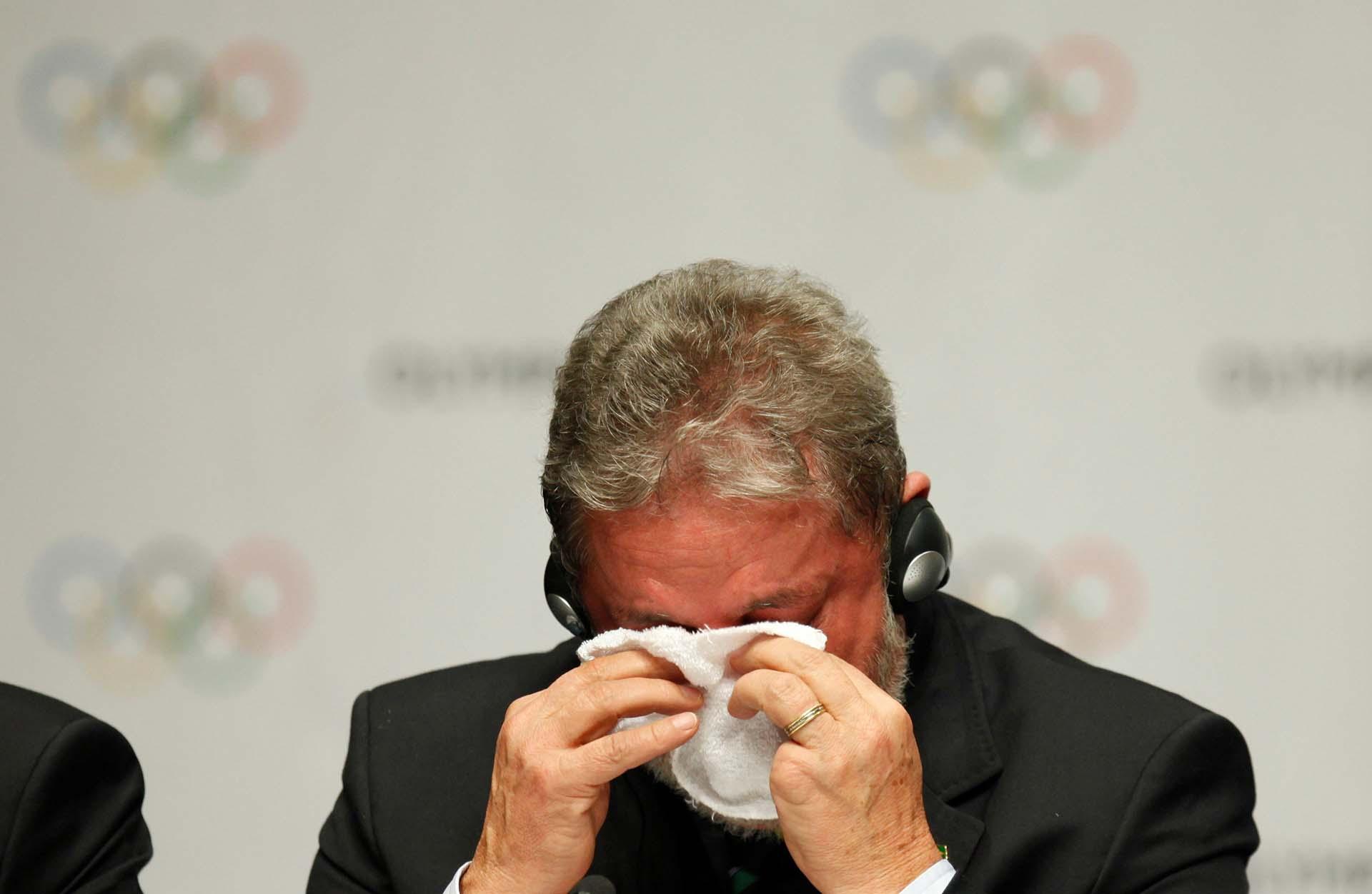 Lula emocionado luego de que Río de Janeiro fuera elegida como sede para los Juegos Olímpicos de 2016, durante un acto realizado en Copenhague, capital de Dinamarca (Reuters/Pawel Kopczynski)