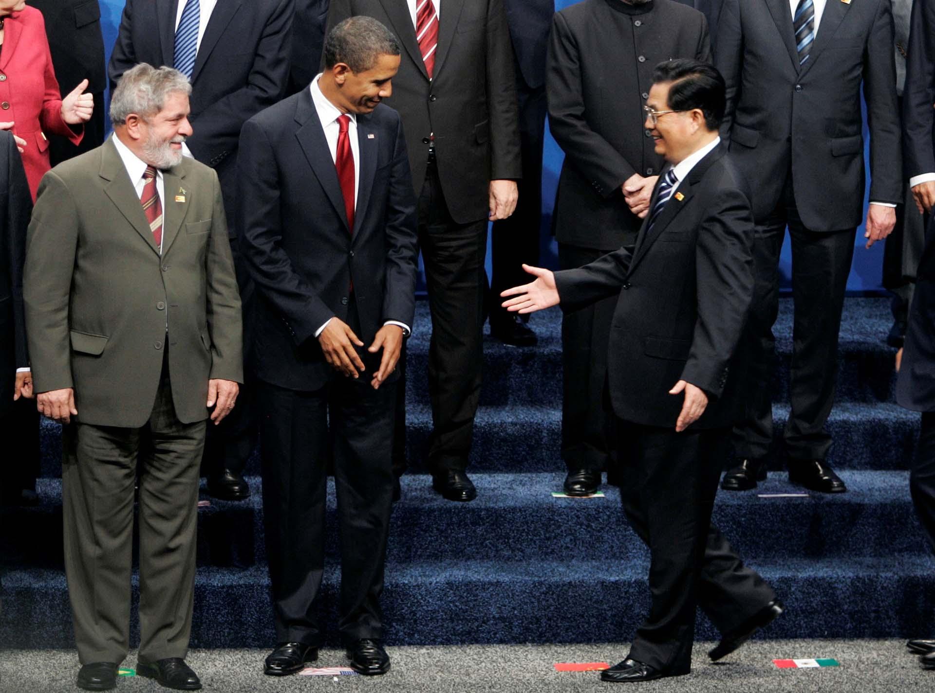 Lula da Silva, Barack Obama y el ex presidente chino, Hu Jintao, durante la cumbre del G20 celebrada en Pittsburgh, Pensilvania, el 25 de septiembre de 2009 (Reuters/Jim Bourg)