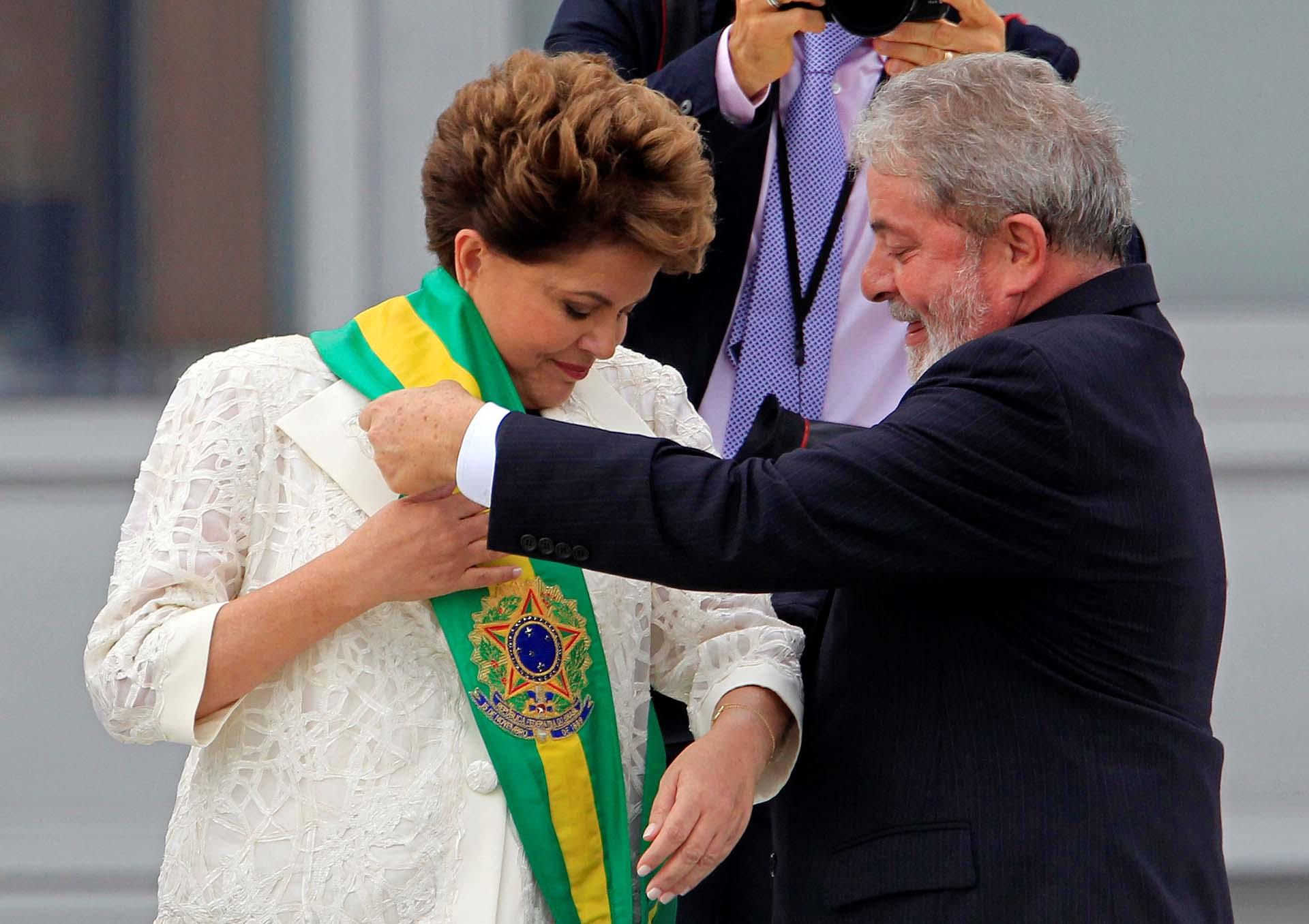 La fórmula Dilma-Temer volvió a ser reelecta en 2014, y se mantuvo en el poder hasta mediados de 2016, cuando la presidente fue destituida. Temer asumió el mando, rompió su alianza con el PT, y fue acusado por el partido de Lula de traición (Reuters/Paulo Whitaker)